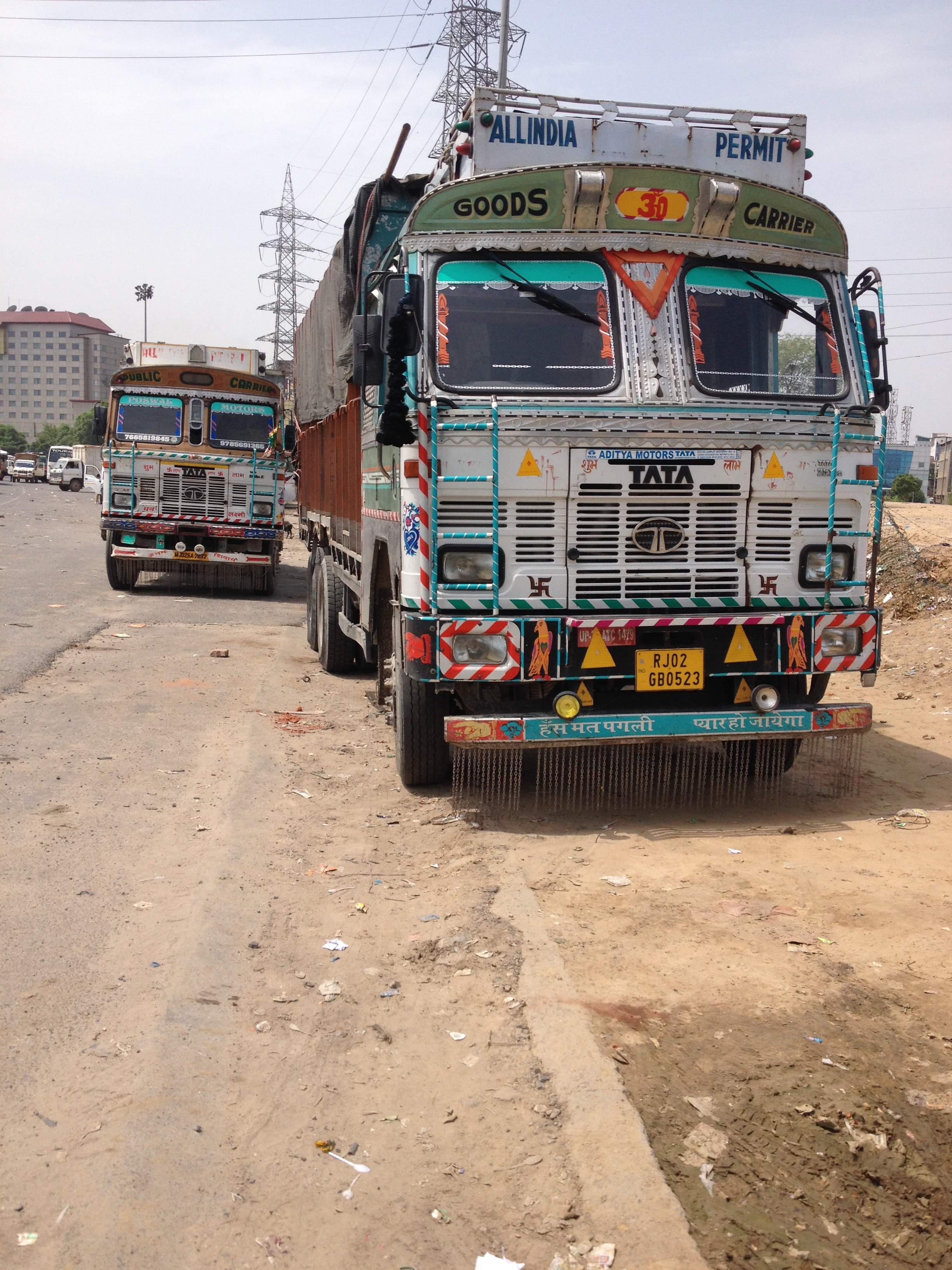 Trucks transport two thirds of India's freight. (A. Pasricha/VOA)