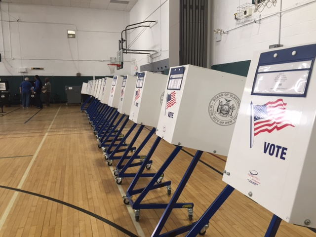 Voting booths at a polling station in Brighton Beach, Brooklyn, New York, April 19, 2016. (D. Schrier / VOA)