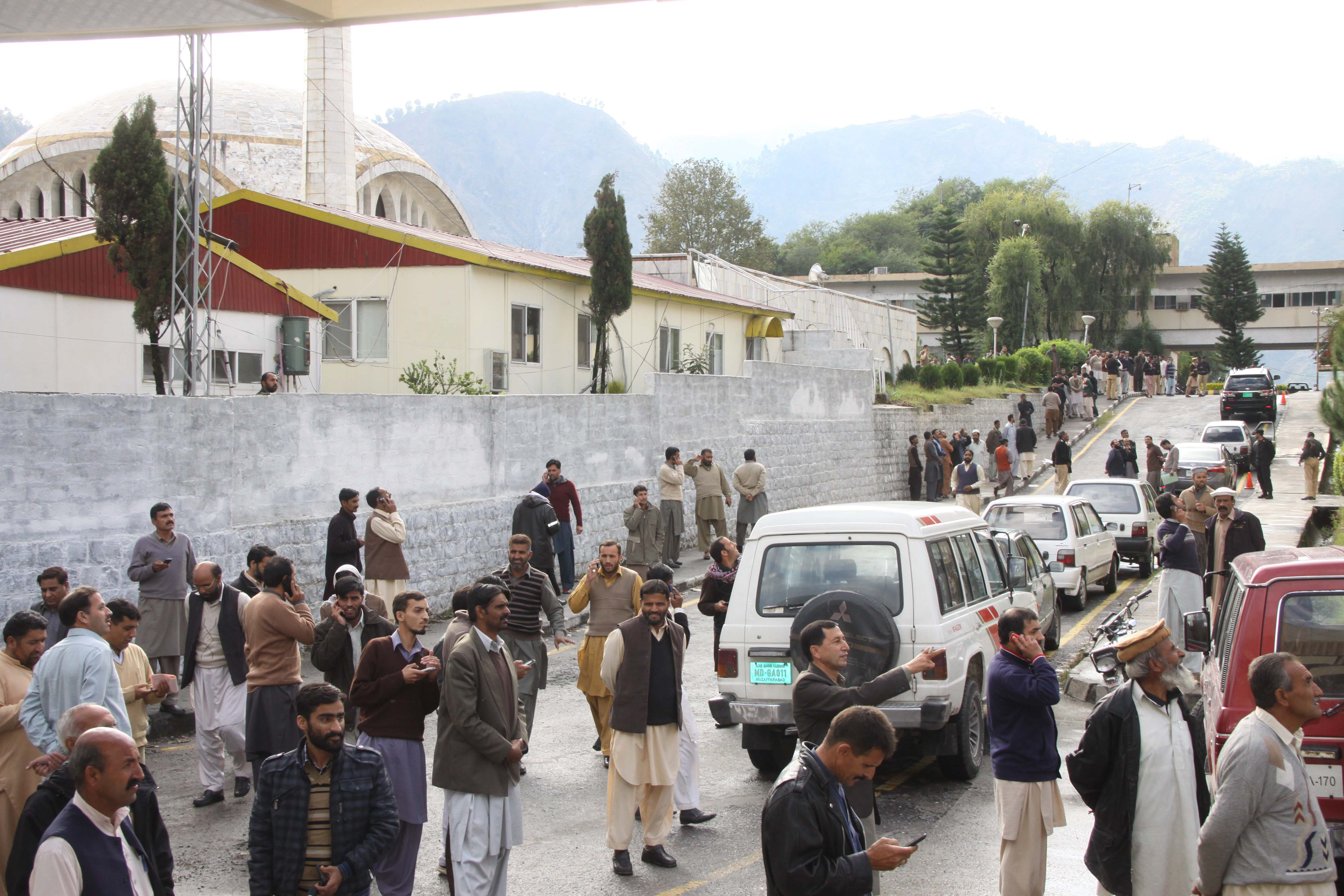 Earthquake-stricken Kashmiris gather outside their offices in Muzaffarabad after a 7.5-magnitude temblor rattled Pakistan and Kashmir, Oct. 26, 2015.