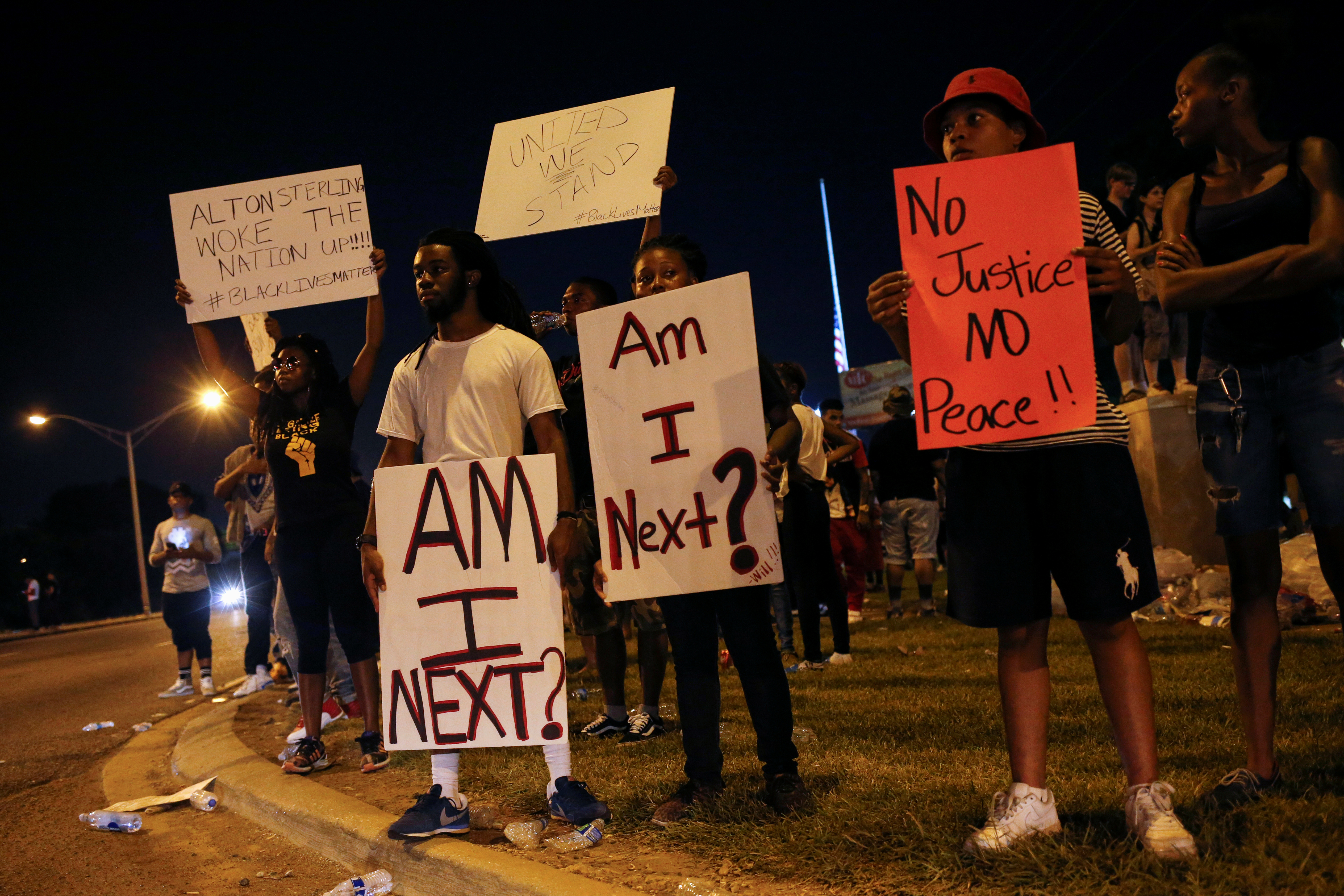 Demonstrators protest the shooting death of Alton Sterling near the headquarters of the Baton Rouge Police Department in Baton Rouge, Louisiana, July 10, 2016.