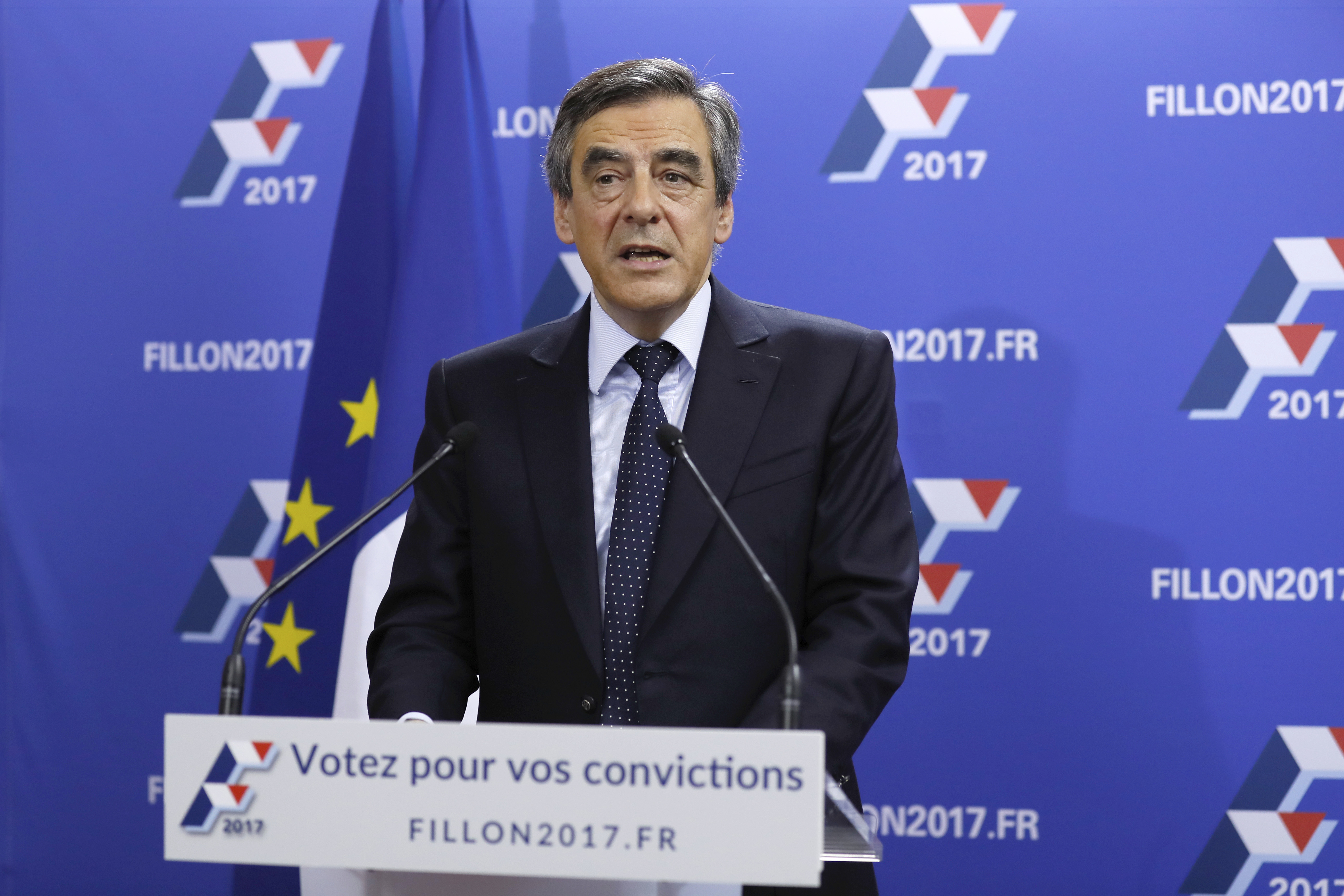 Candidate for the right-wing Les Republicains (LR) party primaries ahead of the 2017 presidential election and former French prime minister Francois Fillon delivers a speech at his campaign headquarters, Nov. 20, 2016.