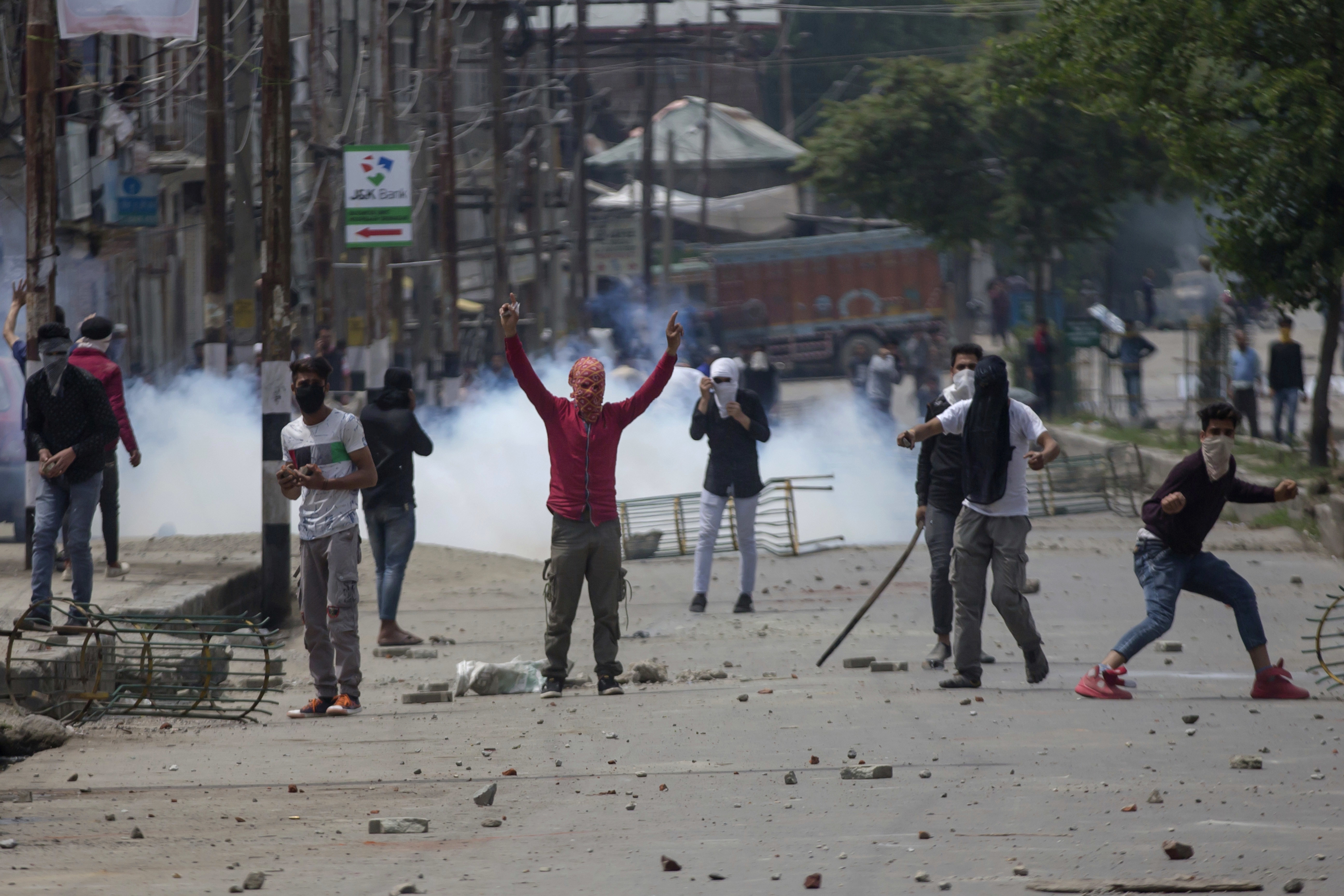 Kashmiri protesters throw rocks and bricks at Indian paramilitary soldiers near the site of a gunbattle in Srinagar, Indian-controlled Kashmir, May 5, 2018.