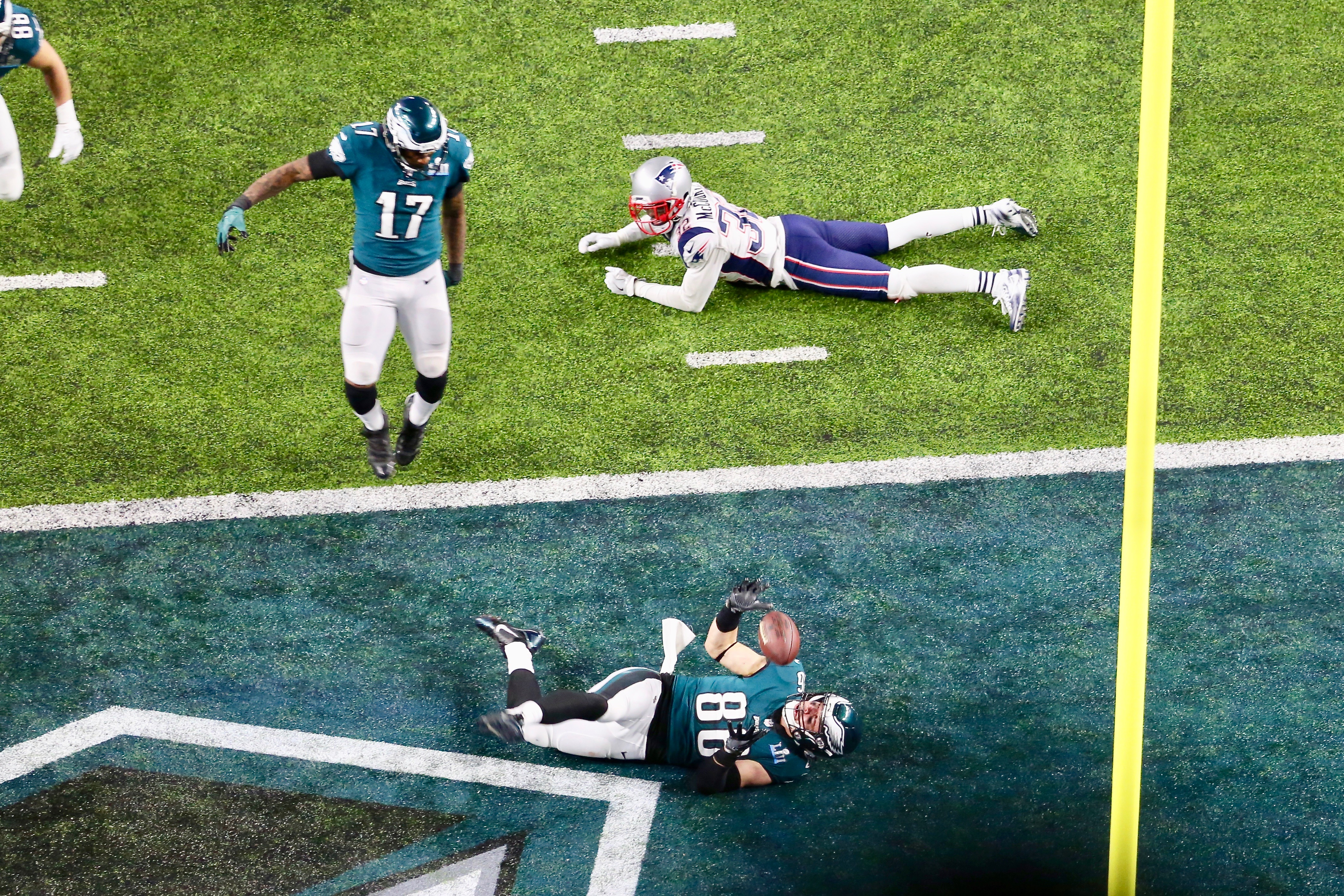 Zach Ertz of the Philadelphia Eagles struggles to maintain possession of the football after scoring the game-winning touchdown in Super Bowl LII (Brian Allen/VOA)