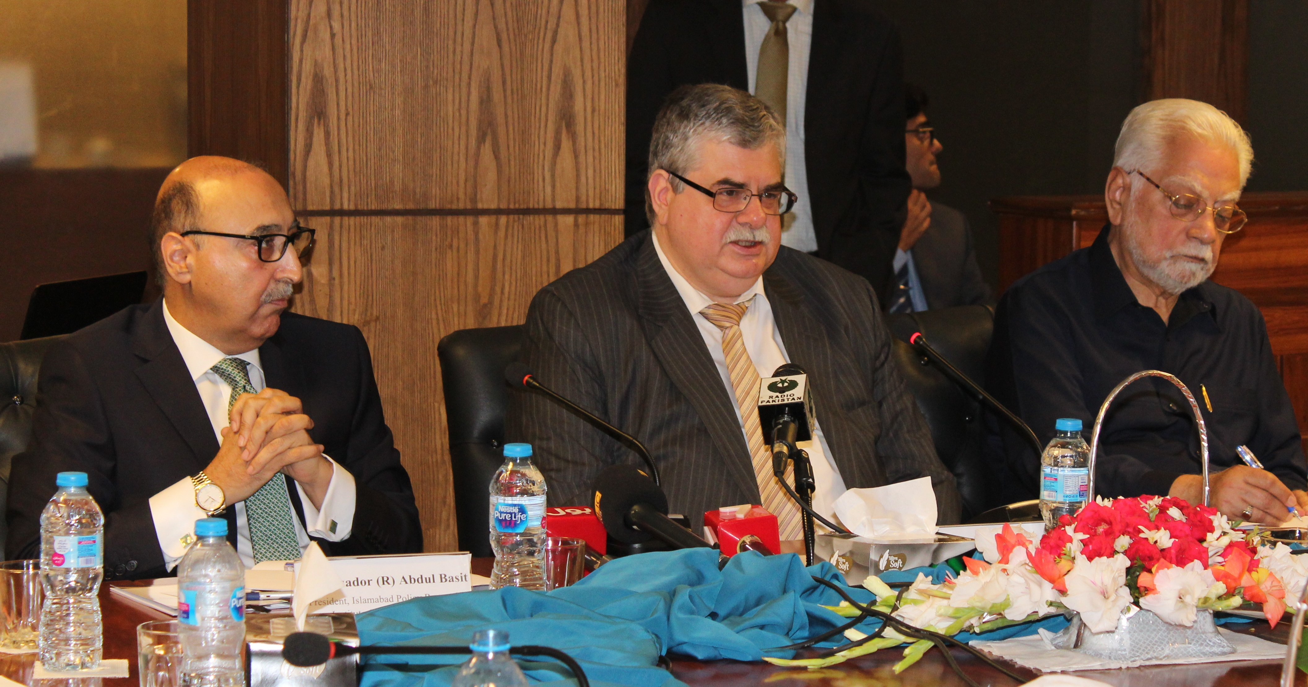 Russian ambassador to Pakistan Alexey Dedov, center, speaks at an IPRI seminar in Islamabad. Photo courtesy of IPRI)