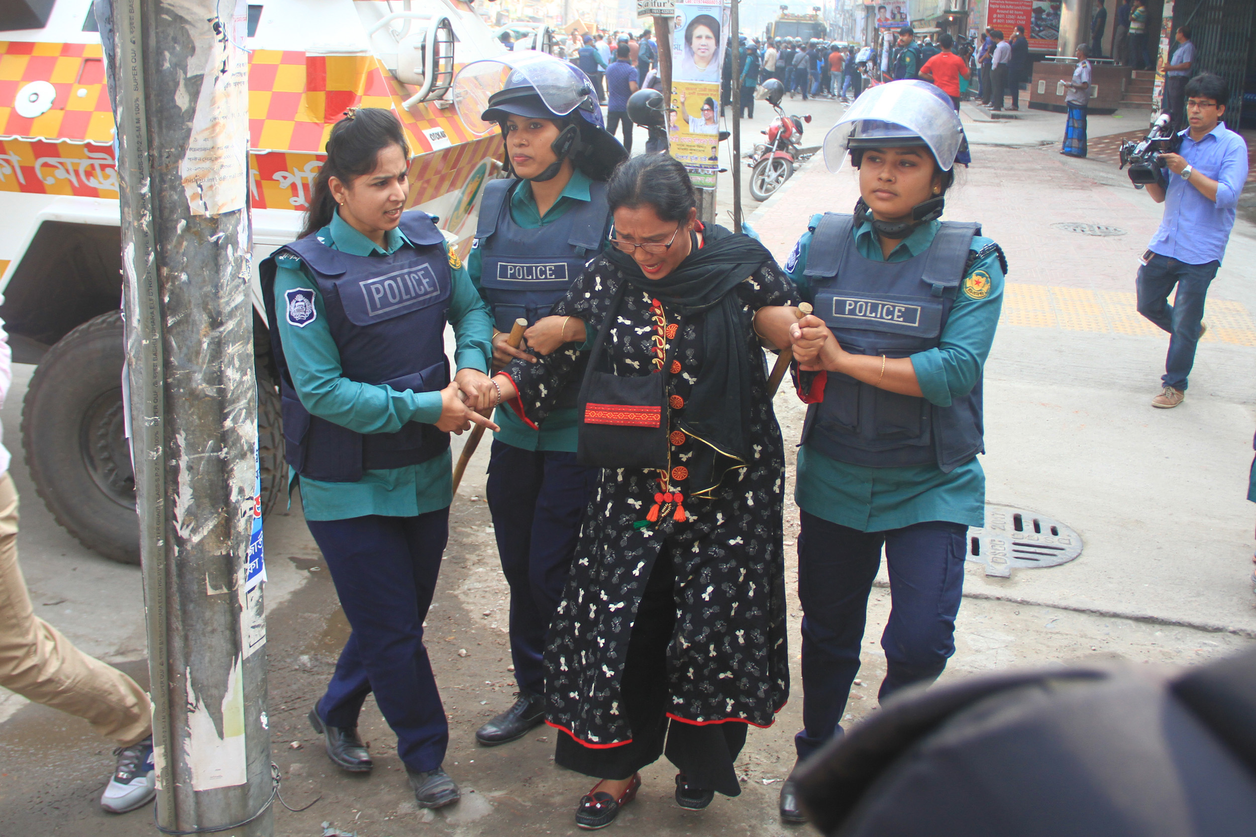 Police in Dhaka arrest a female BNP activist. After the election schedule was announced in November, about 12,300 opposition party leaders and workers reportedly were arrested. (VOA/Babul Talukder).