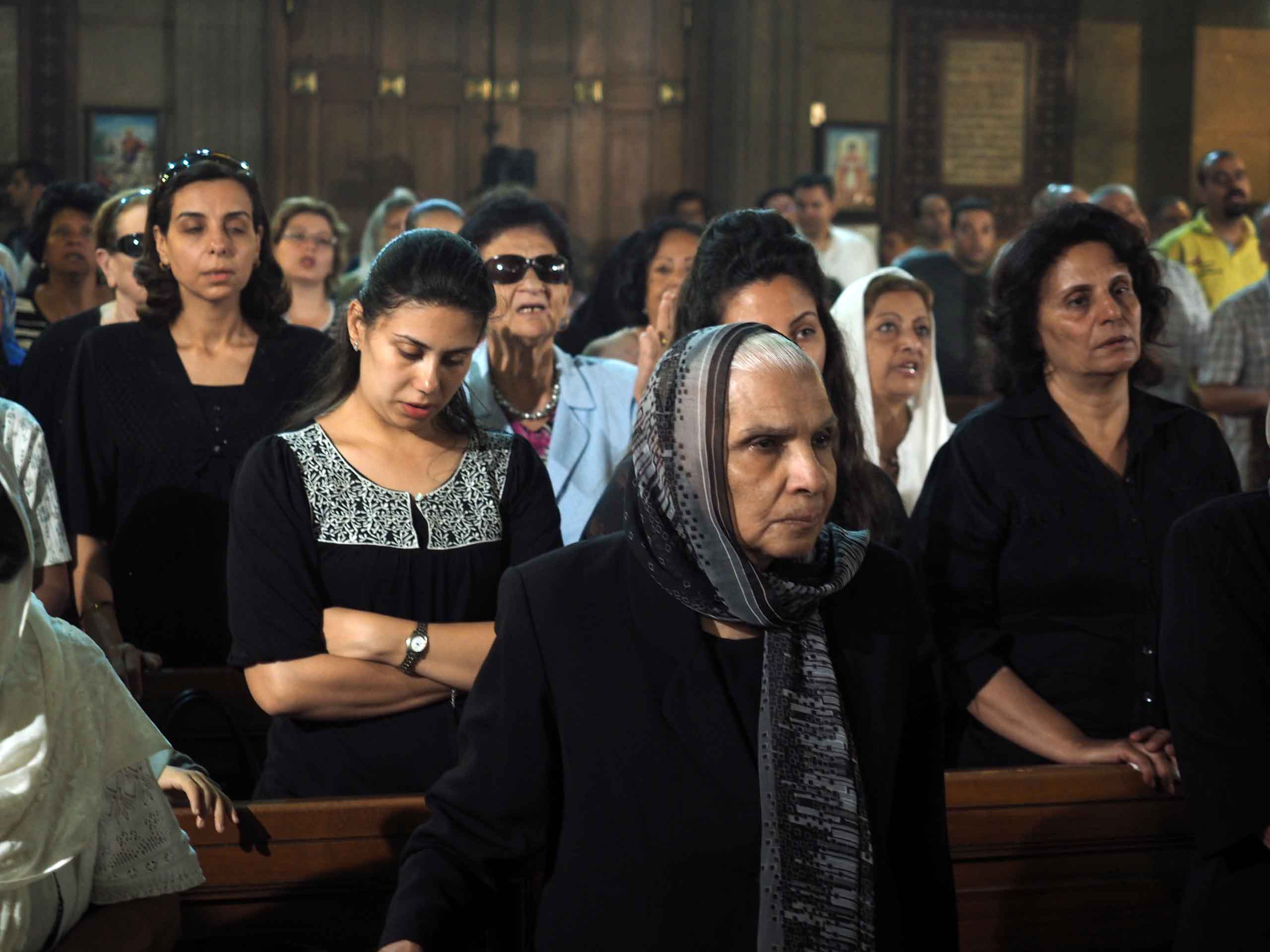The family of Medhat Tanius, who was on Egyptair flight coming from his vacation in France during a mass in Potrosia church in Abassya Cairo, Egypt, May 22, 2016. (Hamada Elrasam/VOA)