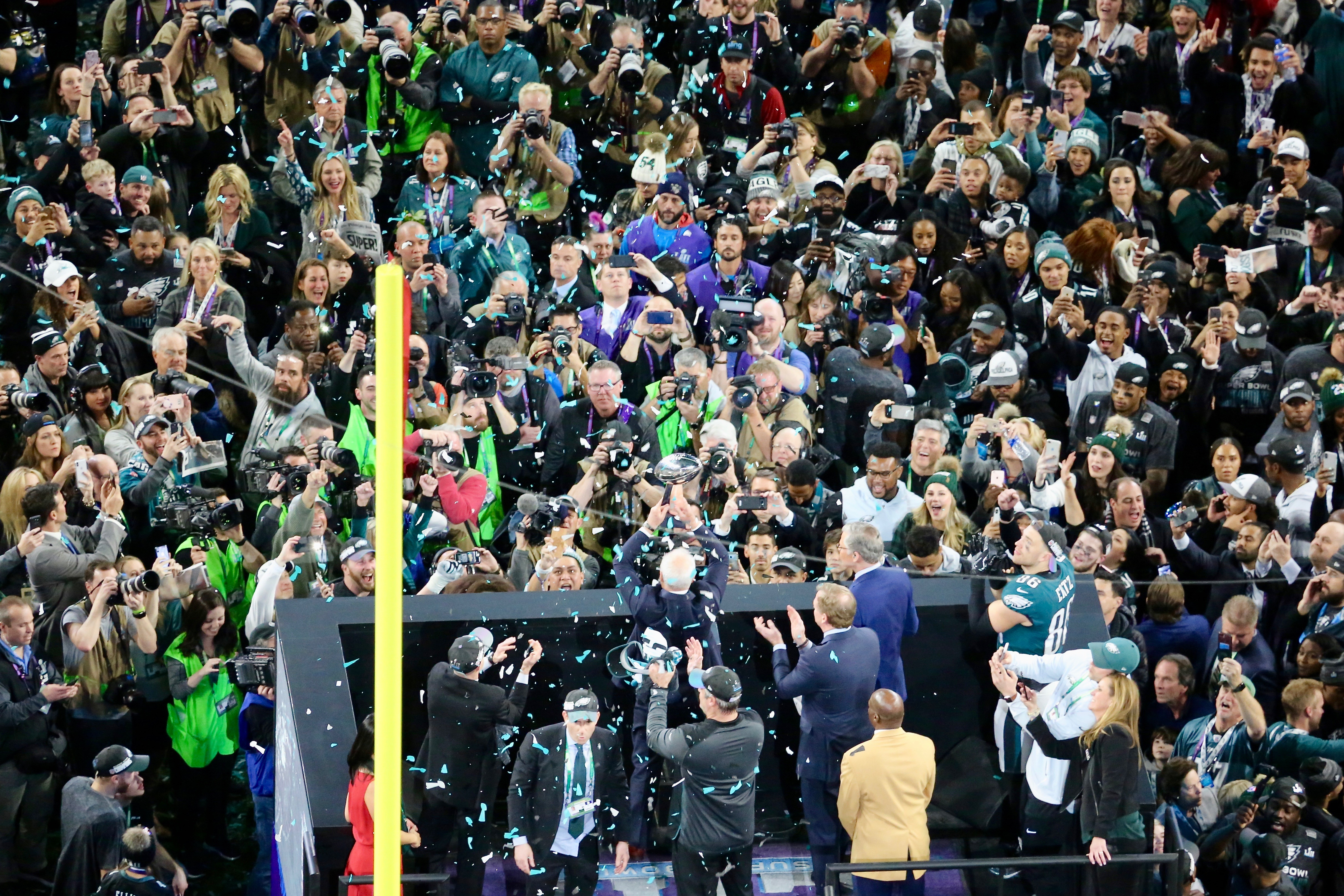 The Philadelphia Eagles are presented with the Vince Lombardi Trophy in honor of winning Super Bowl LII in Minneapolis, Minnesota (Brian Allen/VOA)