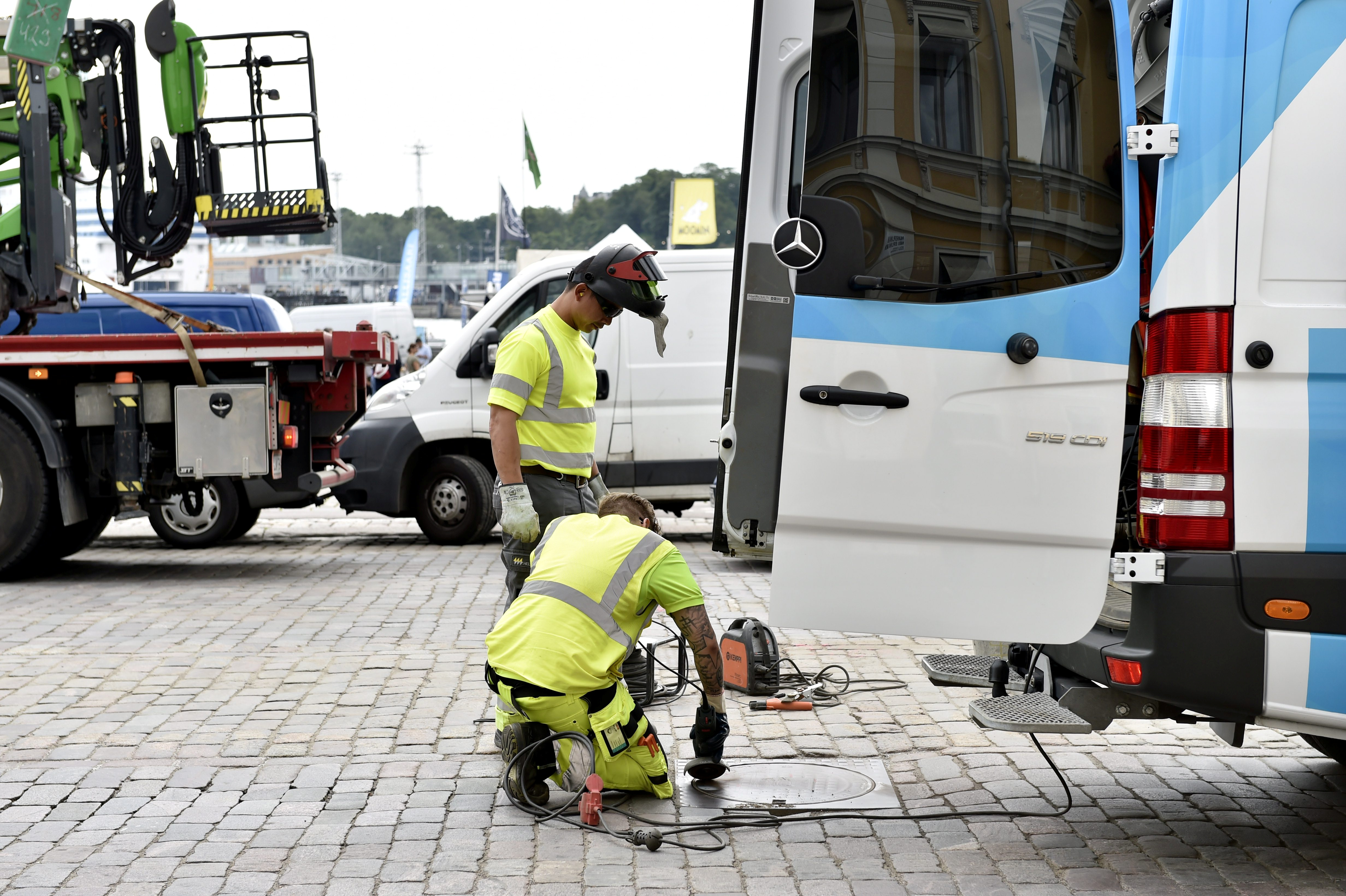 Security measures are taken near the presidential palace ahead of the meeting between U.S. President Donald Trump and Russian President Vladimir Putin in Helsinki, Finland, July 12, 2018.