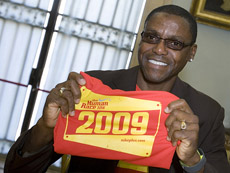 15 October 2009, Rome - Former Olympic runner Carl Lewis holding the official t-shirt of the press conference for the 4th edition of the Run For Food race to take place on the occasion of World Food Day.