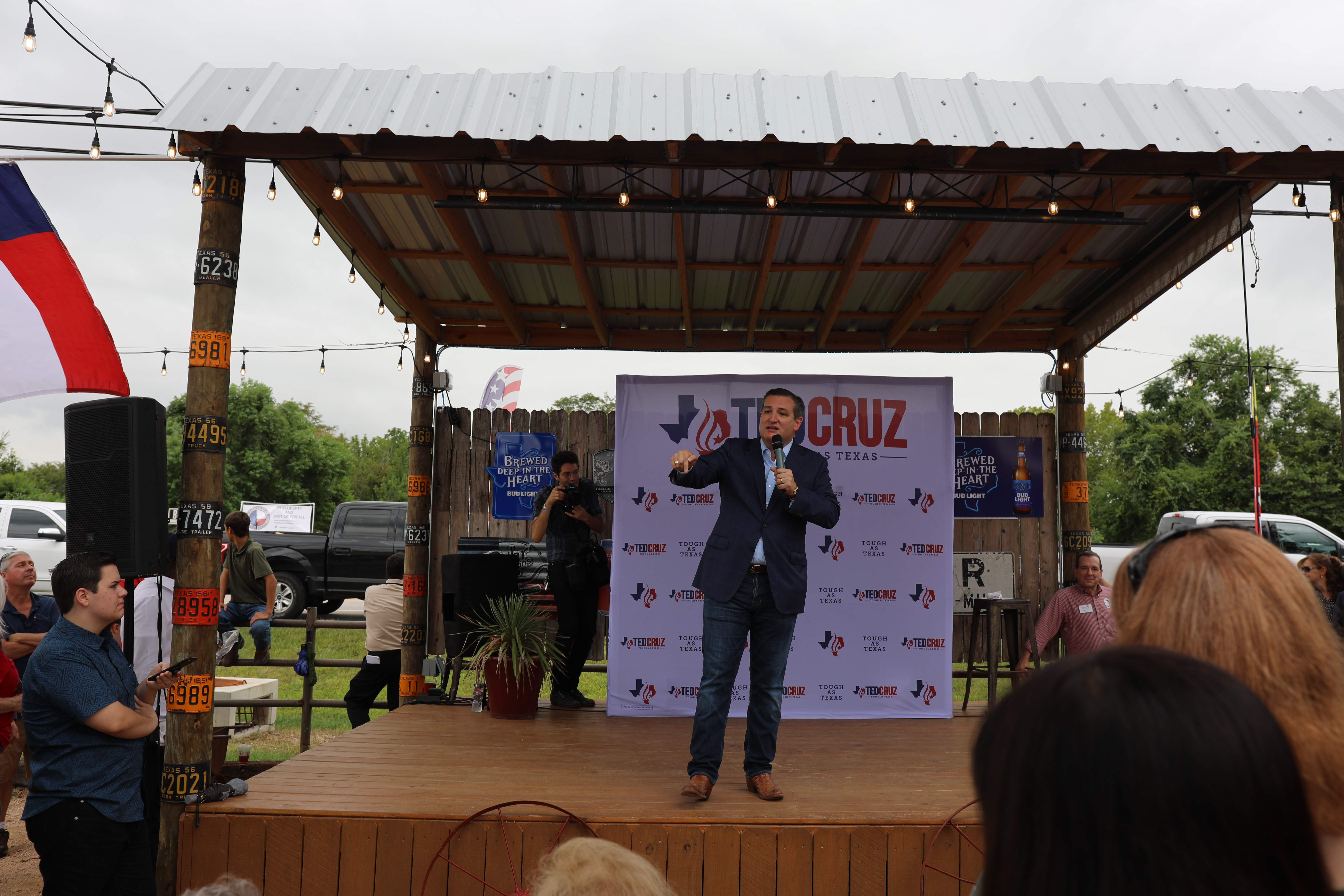 Incumbent Texas Senator Ted Cruz tells supporters that his platforms are better for the economy.