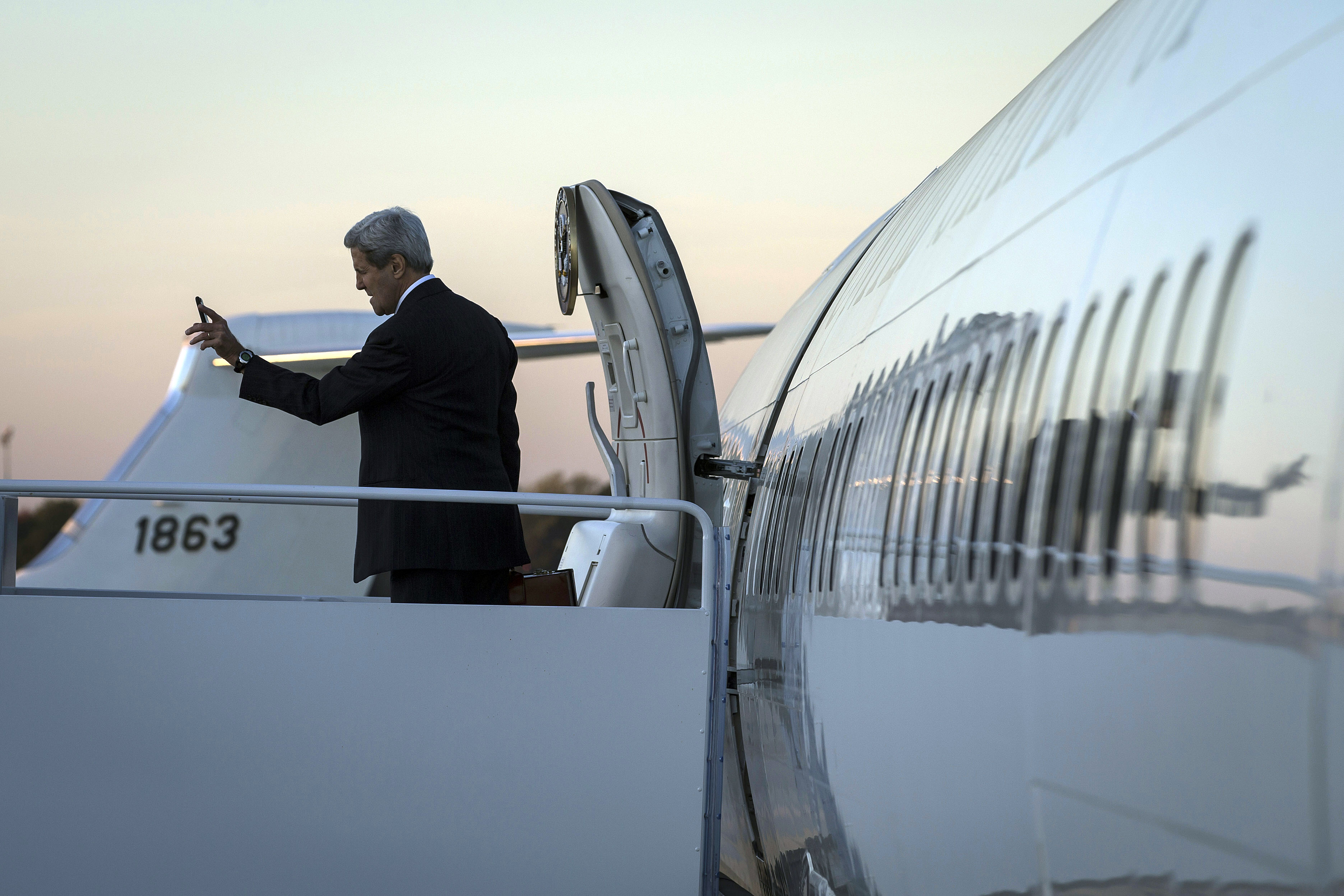 U.S. Secretary of State John Kerry boards his plane to Germany at Joint Base Andrews, Md., Wednesday, Oct 21, 2015.