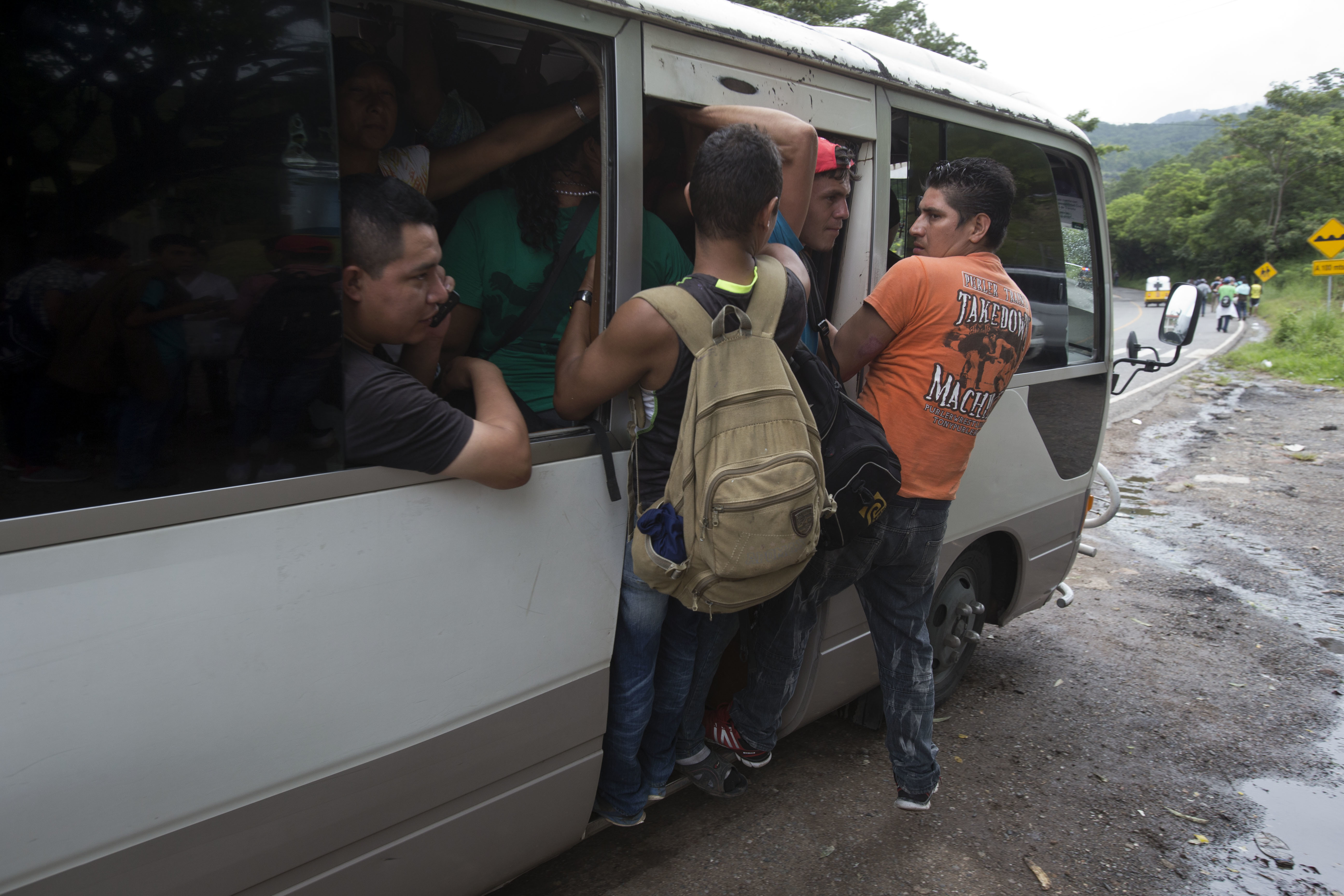 Honduran migrants get a free ride from a driver during their caravan to the U.S., in Chiquimula, Guatemala, Oct. 16, 2018. U.S. President Donald Trump threatened on Tuesday to cut aid to Honduras if it didn't stop the impromptu caravan of migrants.