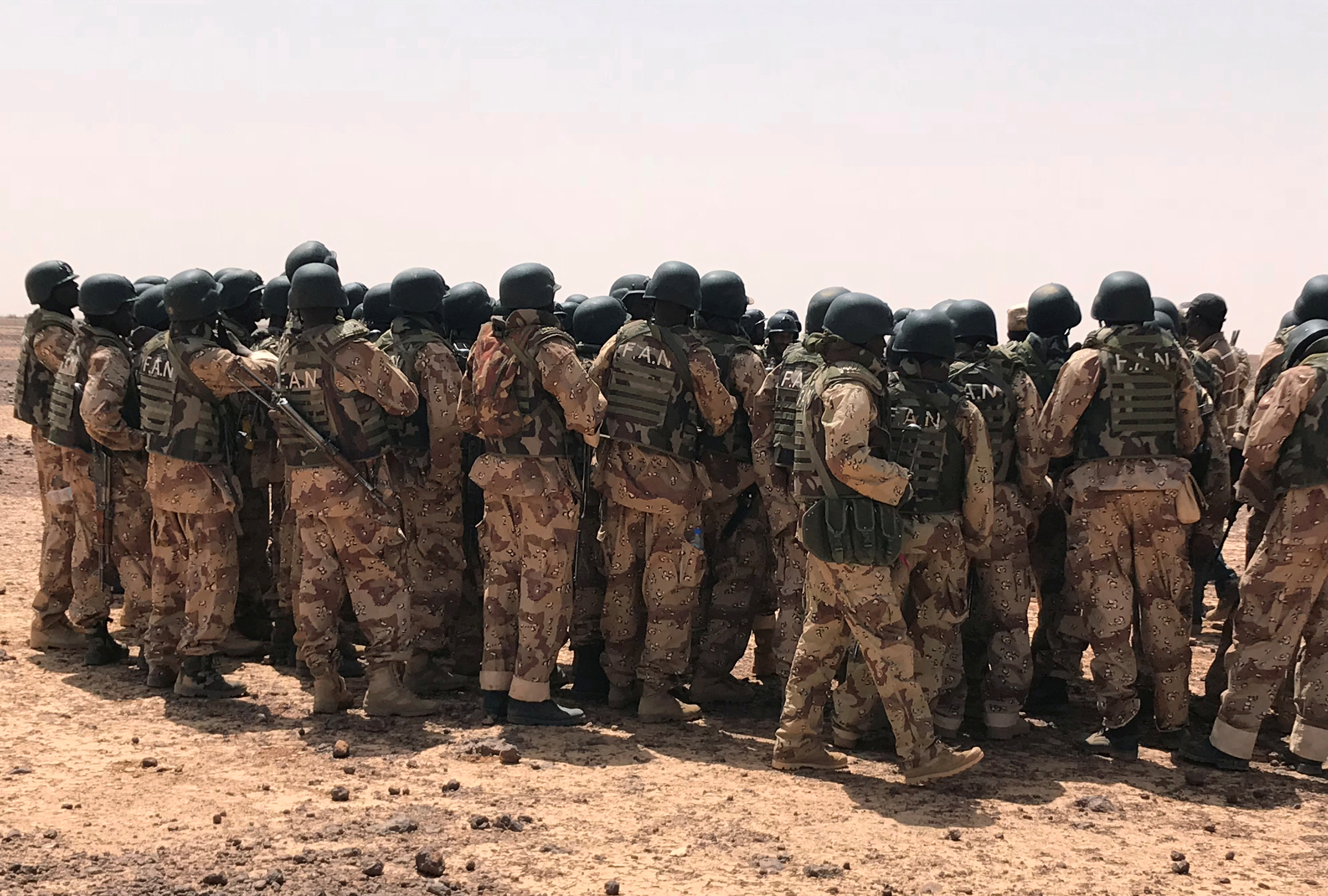 Nigerien special forces troops debrief with their Canadian trainers after drills at the Flintlock exercises in Ouallam, Niger April 18, 2018.