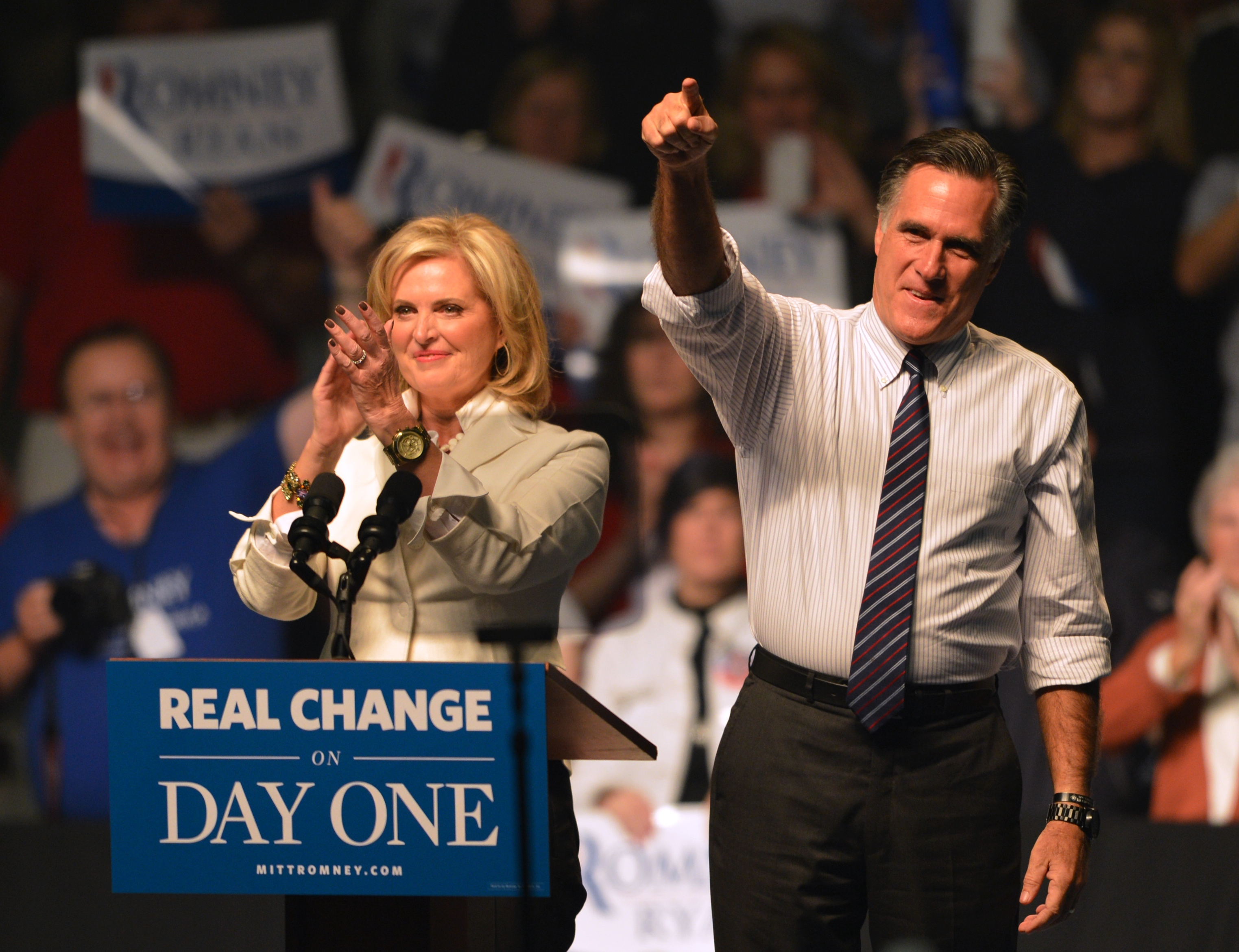 US Republican Presidential candidate Mitt Romney (L) and his wife Ann Romney (R) at a rally late November 5, 2012 at the Verizon Wireless Arena in Manchester, New Hampshire.