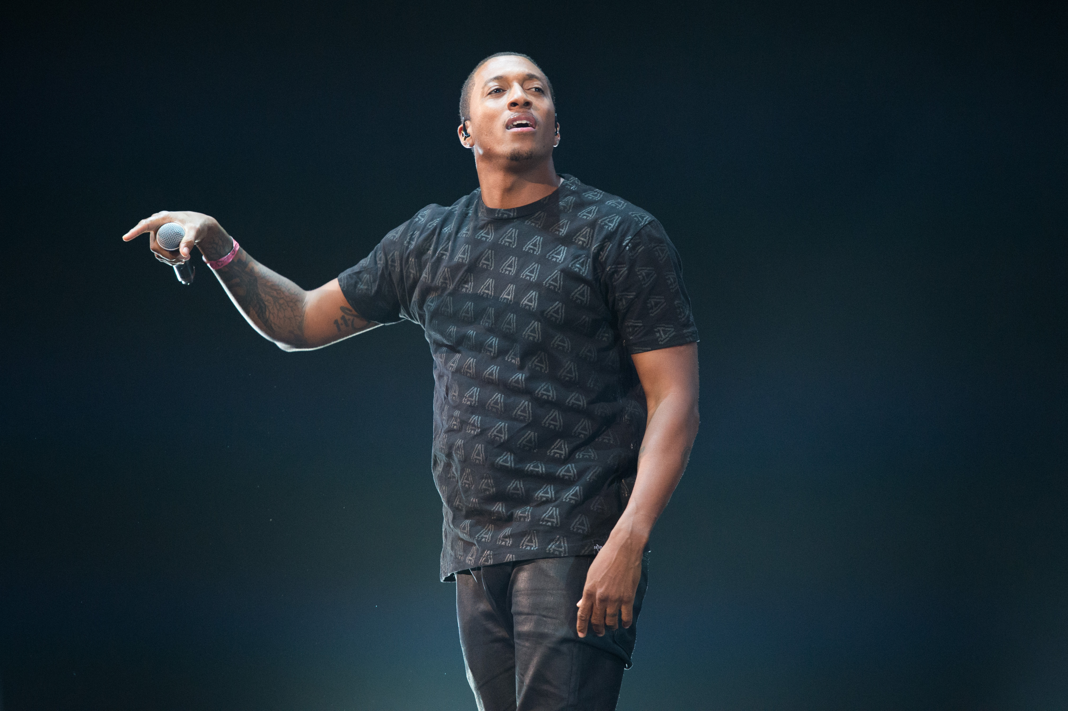 Rapper Lecrae Takes Artist of the Year at Dove Awards
