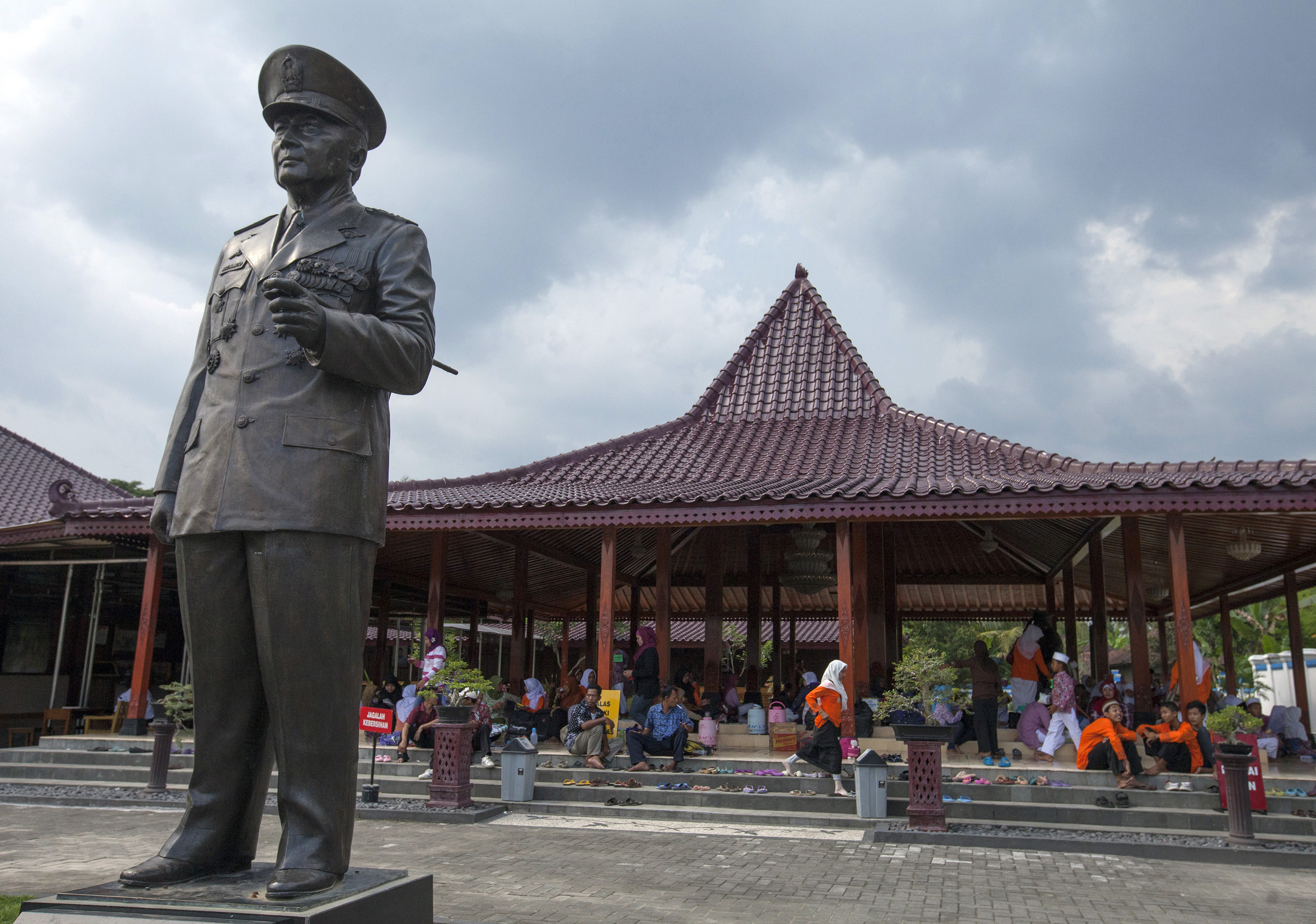 A statue of former Indonesian president Suharto is pictured at the Suharto museum in Yogyakarta, March 29, 2014.