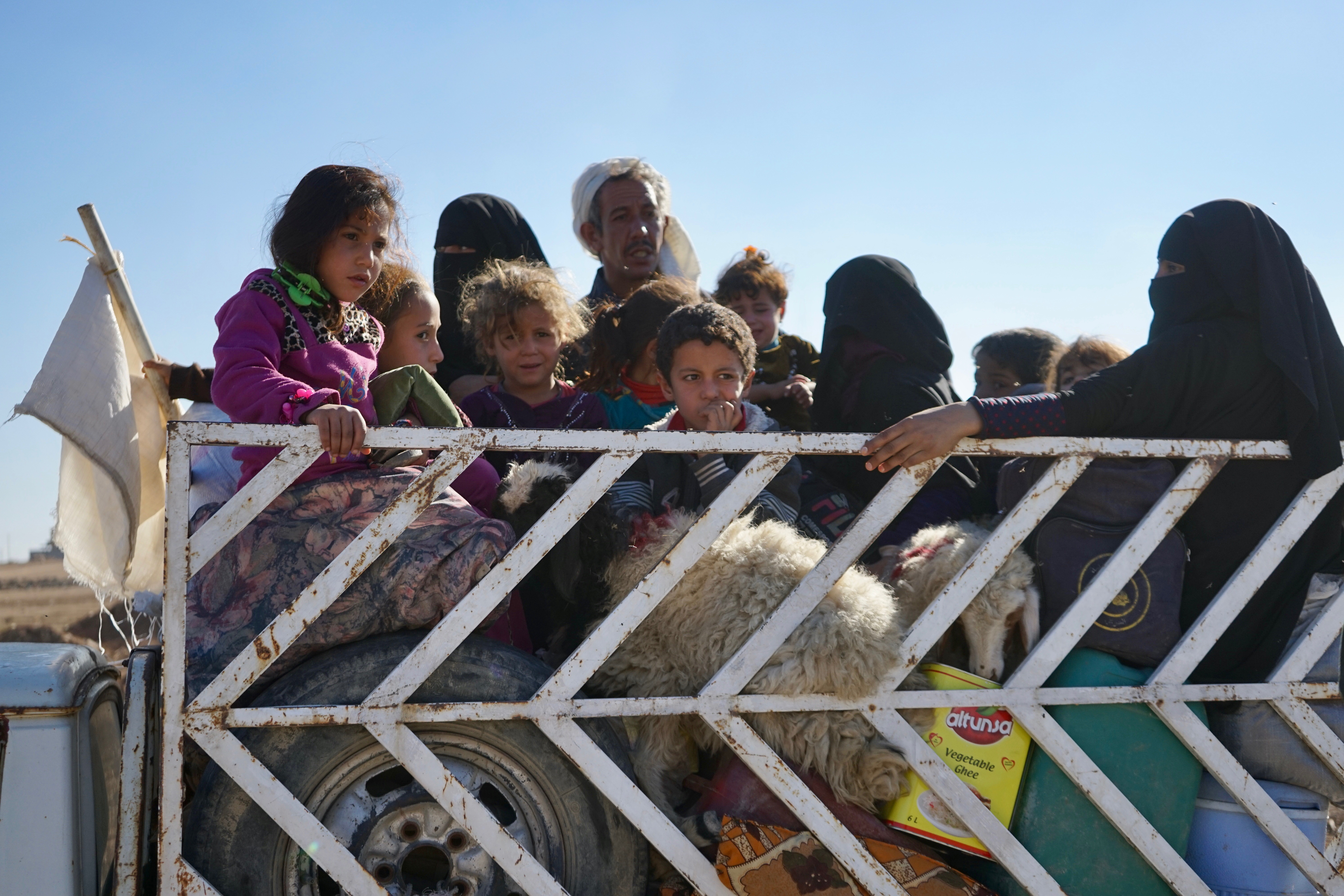 Taking what they can with them, civilians flee an inner suburb of Mosul, Nov. 3, 2016. (Photo: Jamie Dettmer for VOA)