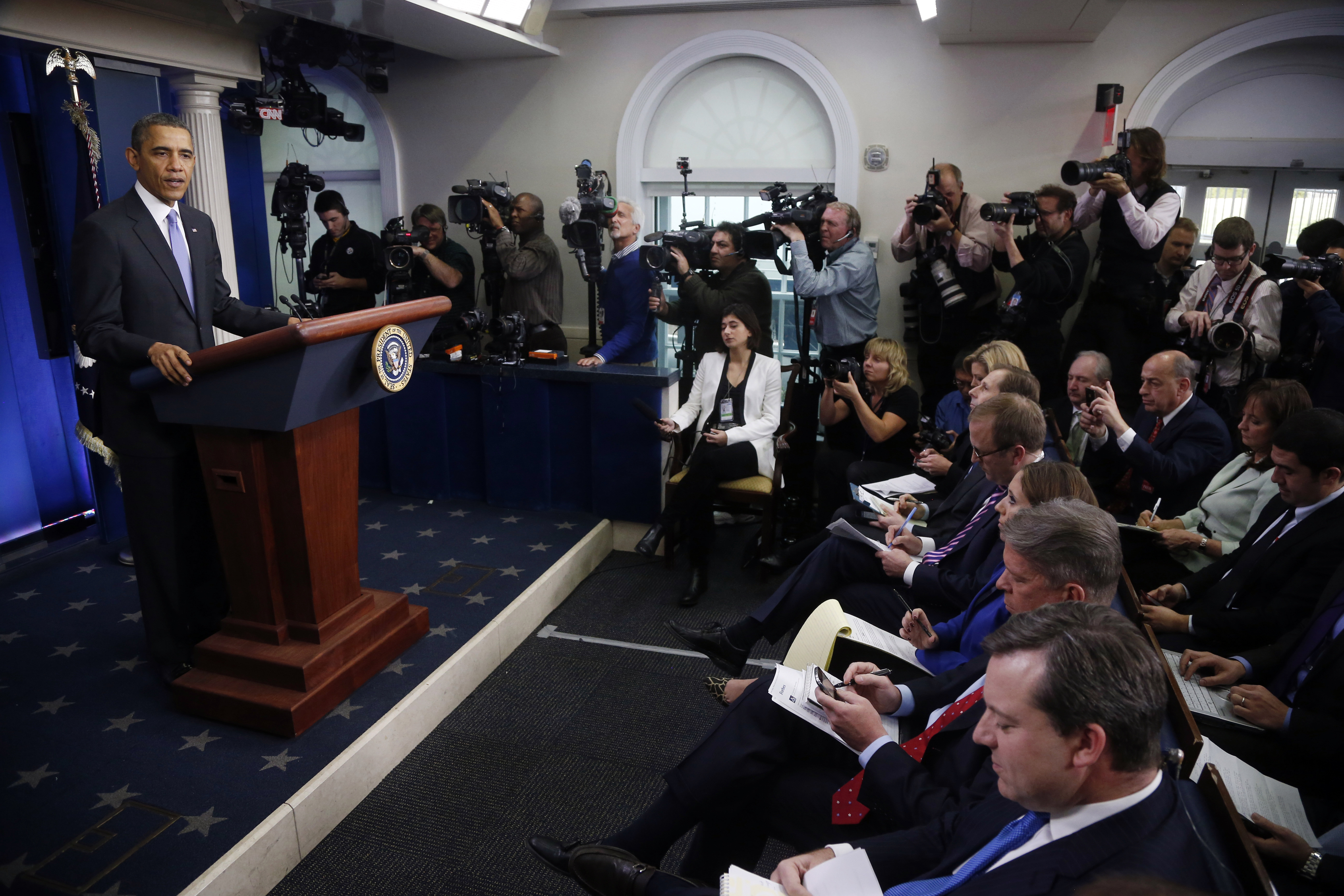 Obama Discusses US Surveillance, Iran, Economy at Year-End News