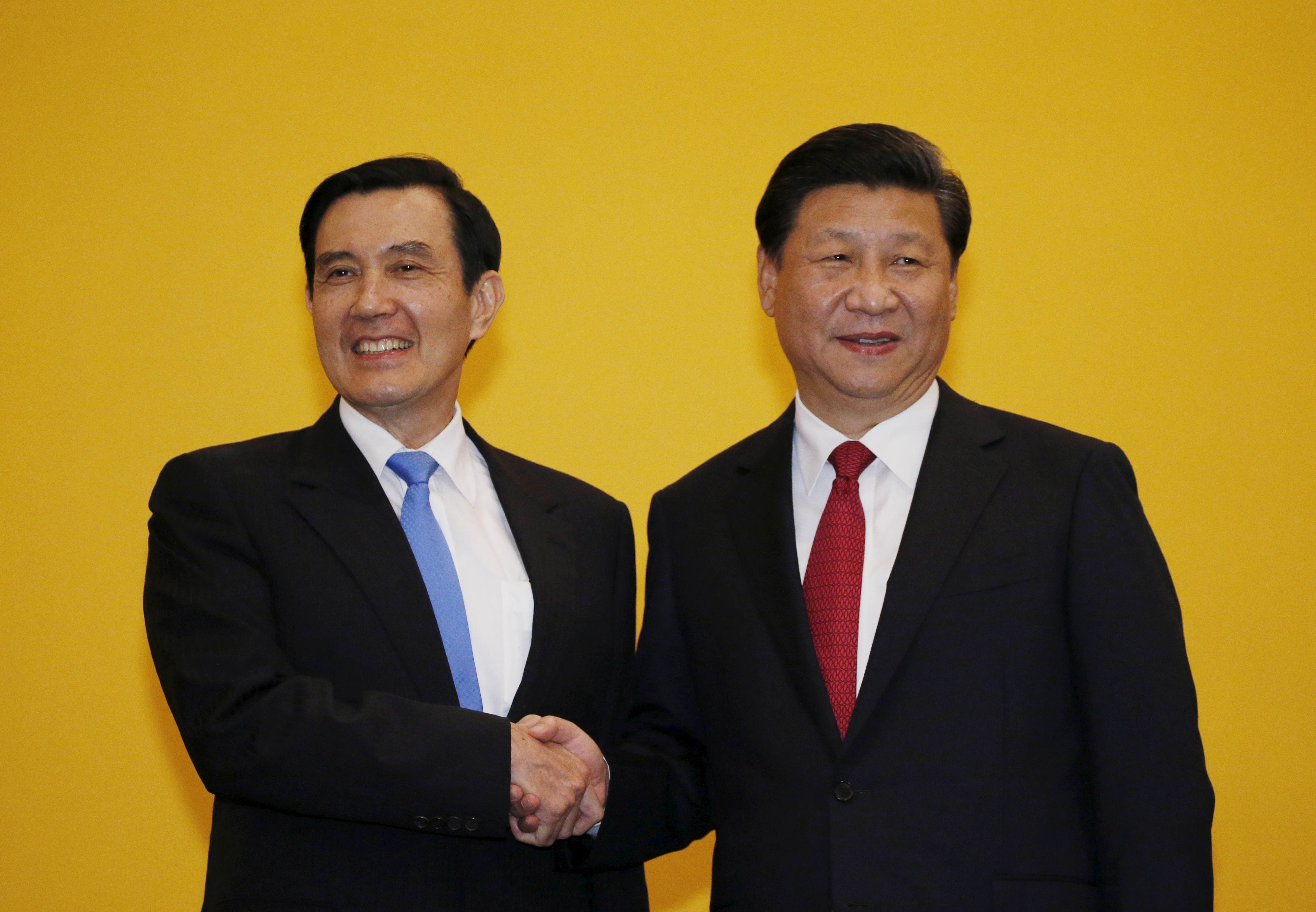 Chinese President Xi Jinping shakes hands with Taiwan's President Ma Ying-jeou during a summit in Singapore, Nov. 7, 2015. Leaders of political rivals China and Taiwan met on Saturday for the first time in more than 60 years.