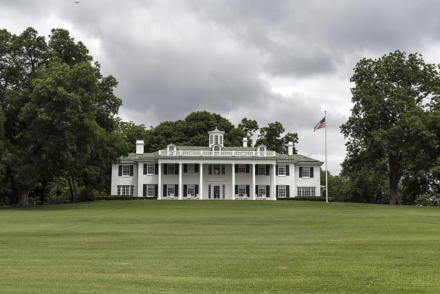 Built in 1930, this neoclassical Georgian home in Dallas, Texas, is a near-replica of George Washington's Mount Vernon home in Virginia. (Photo by Carol Highsmith)