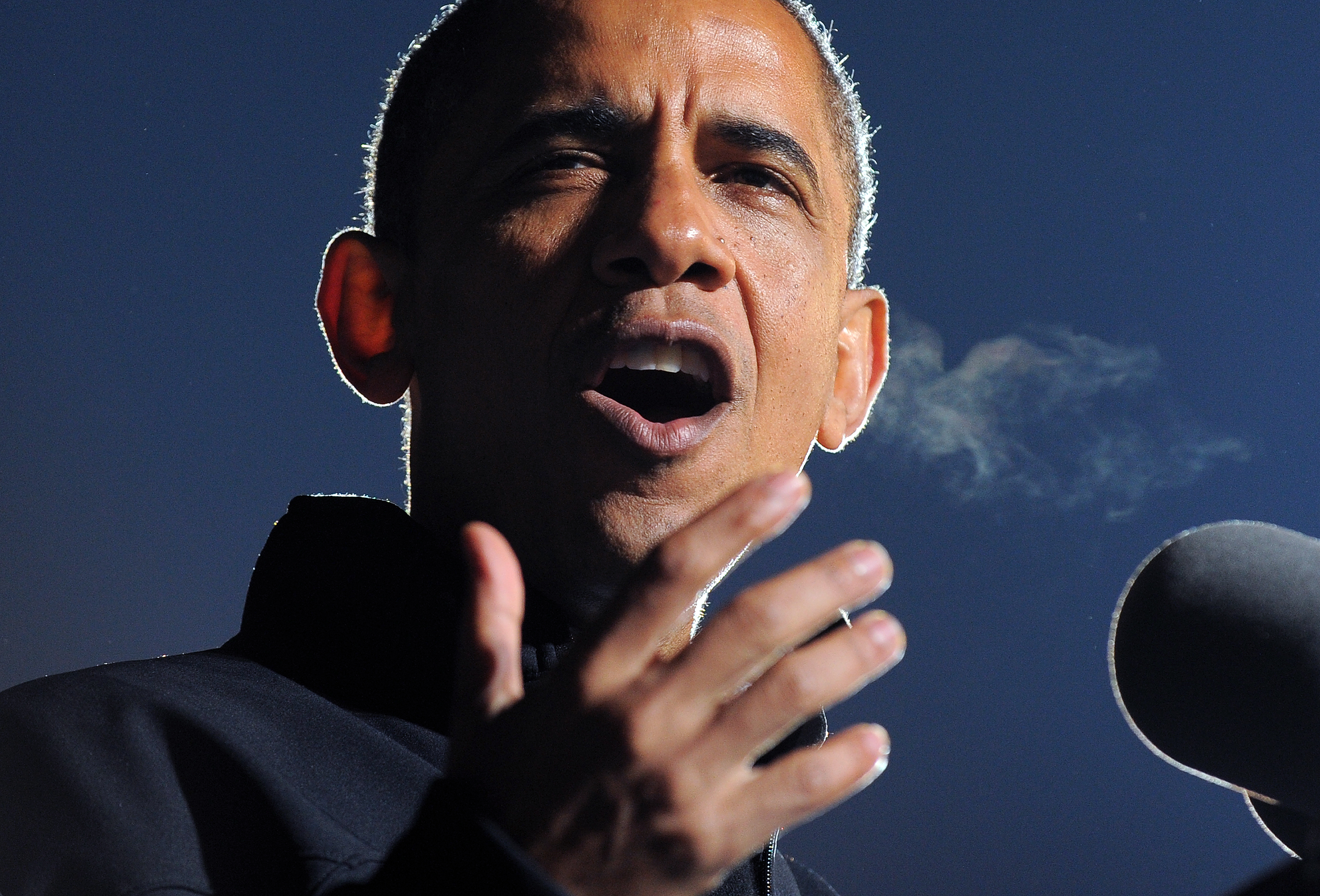 US President Barack Obama speaks at his last campaign rally in Des Moines, Iowa, on November 5, 2012.