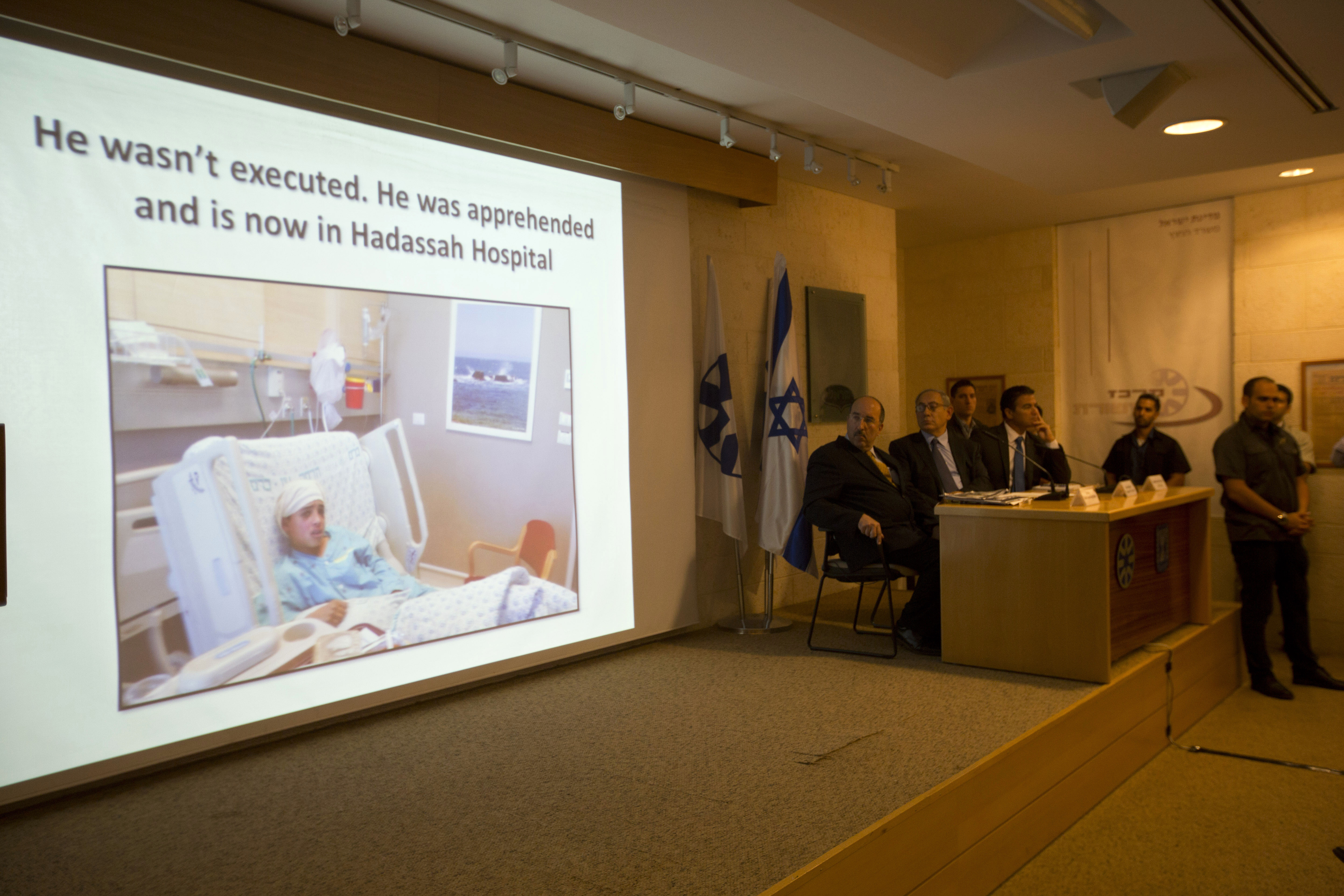 Israeli Prime Minister Benjamin Netanyahu, second left, watches the screen during a press conference at the Foreign Ministry in Jerusalem, Oct. 15, 2015.