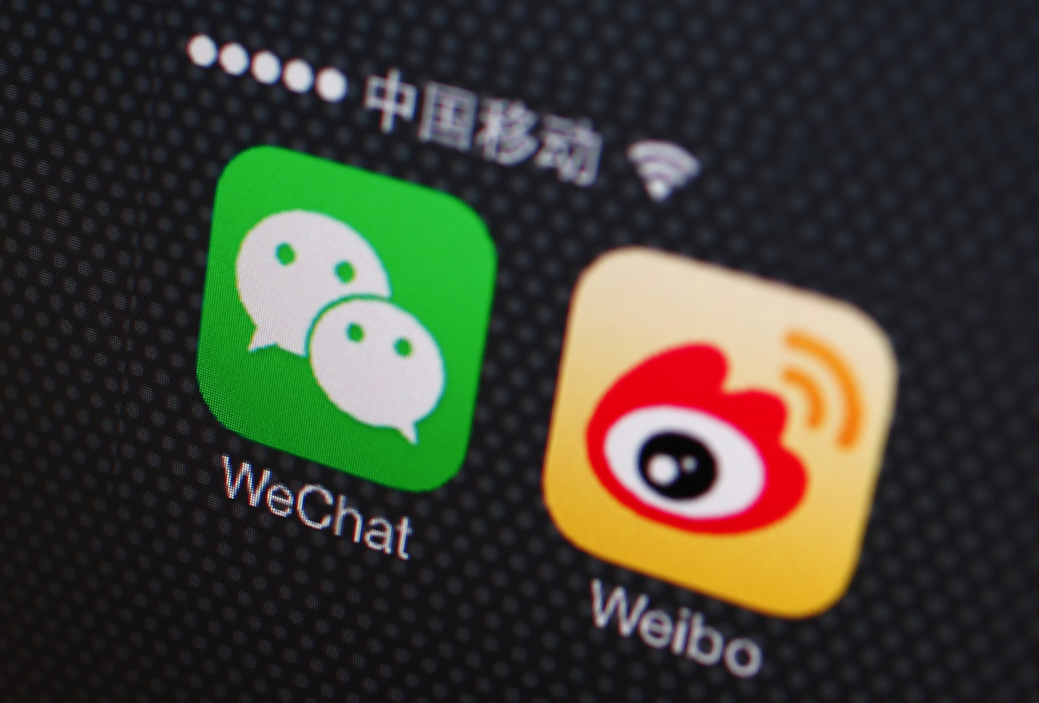 A picture illustration shows icons of WeChat and Weibo app in Beijing, Dec. 5, 2013.