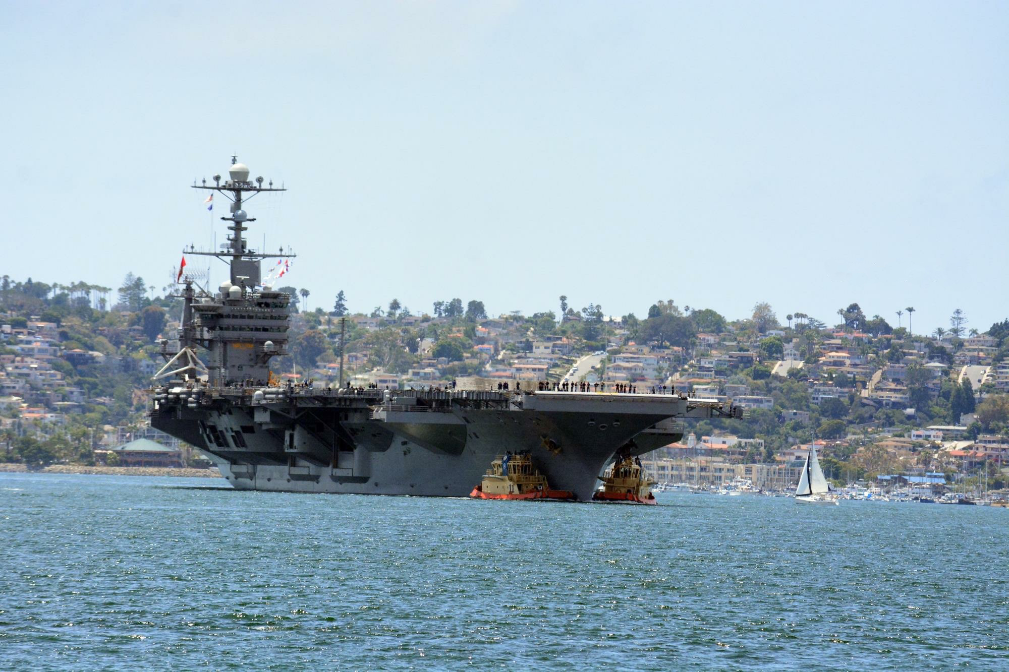 The Nimitz-class aircraft carrier USS Carl Vinson (CVN 70). (Photo: Diaa Bekheet)