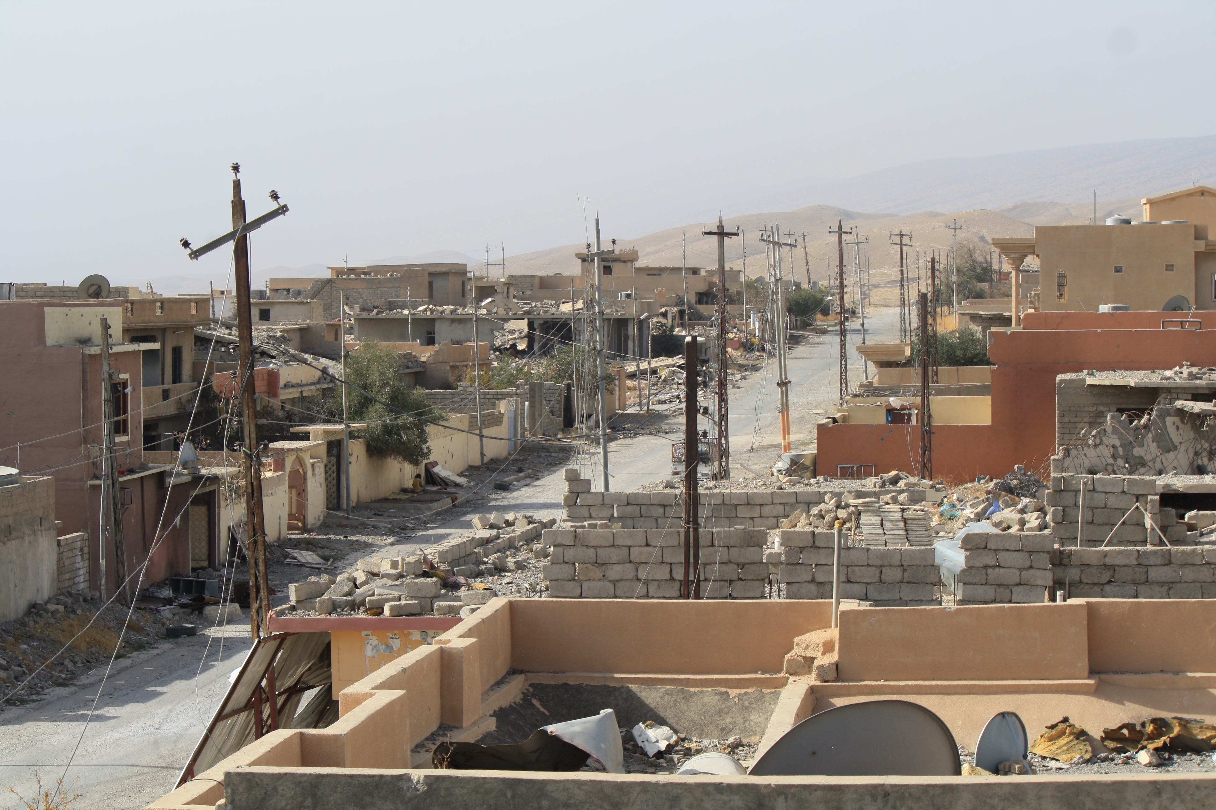 Once home to roughly 80,000 people and a traditional homeland for the Yazidi people, Sinjar, Iraq, lies in ruins and thousands are buried in mass graves outside the city. Nov. 14, 2016. (H.Murdock/VOA)