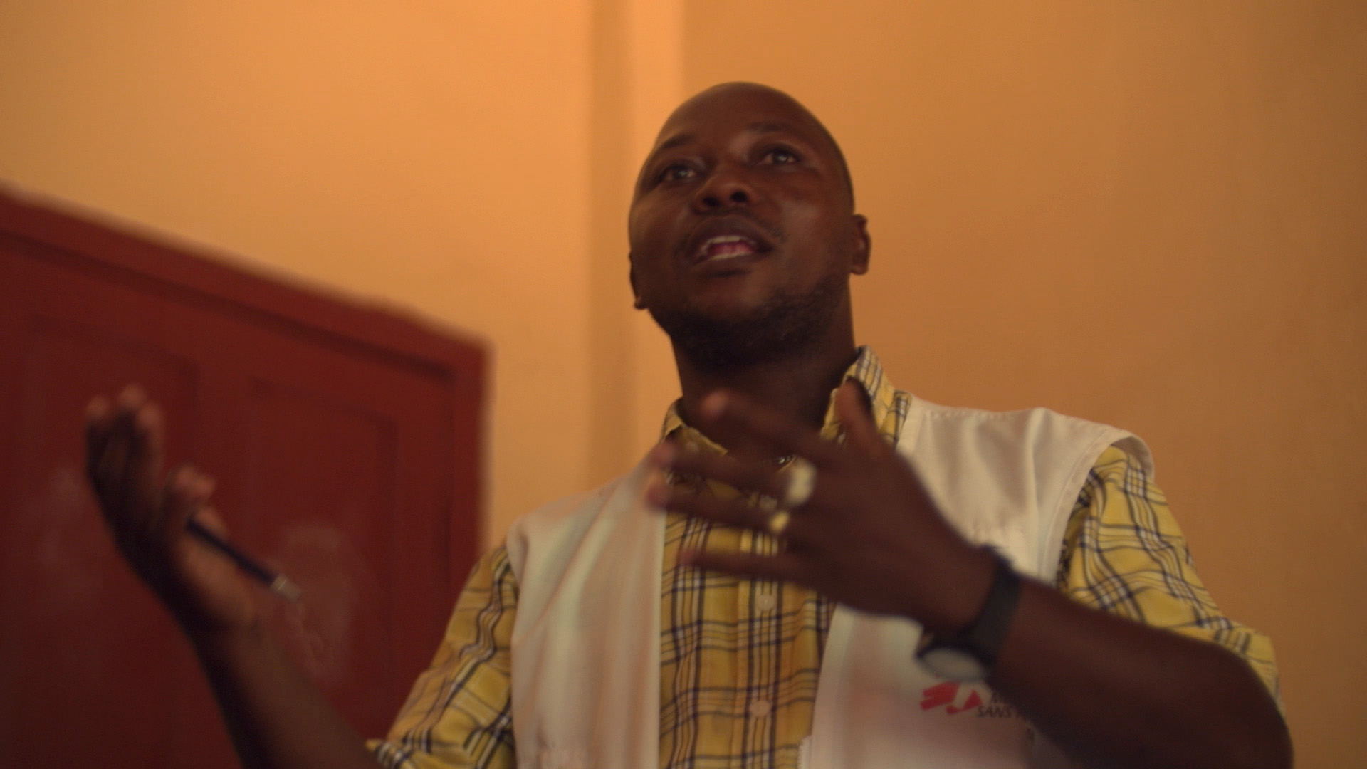 Doctors Without Borders' Claude Bitalona speaks to a group of HIV-positive patients at the Zemio hospital in the Central African Republic. (Z. Baddorf/VOA)
