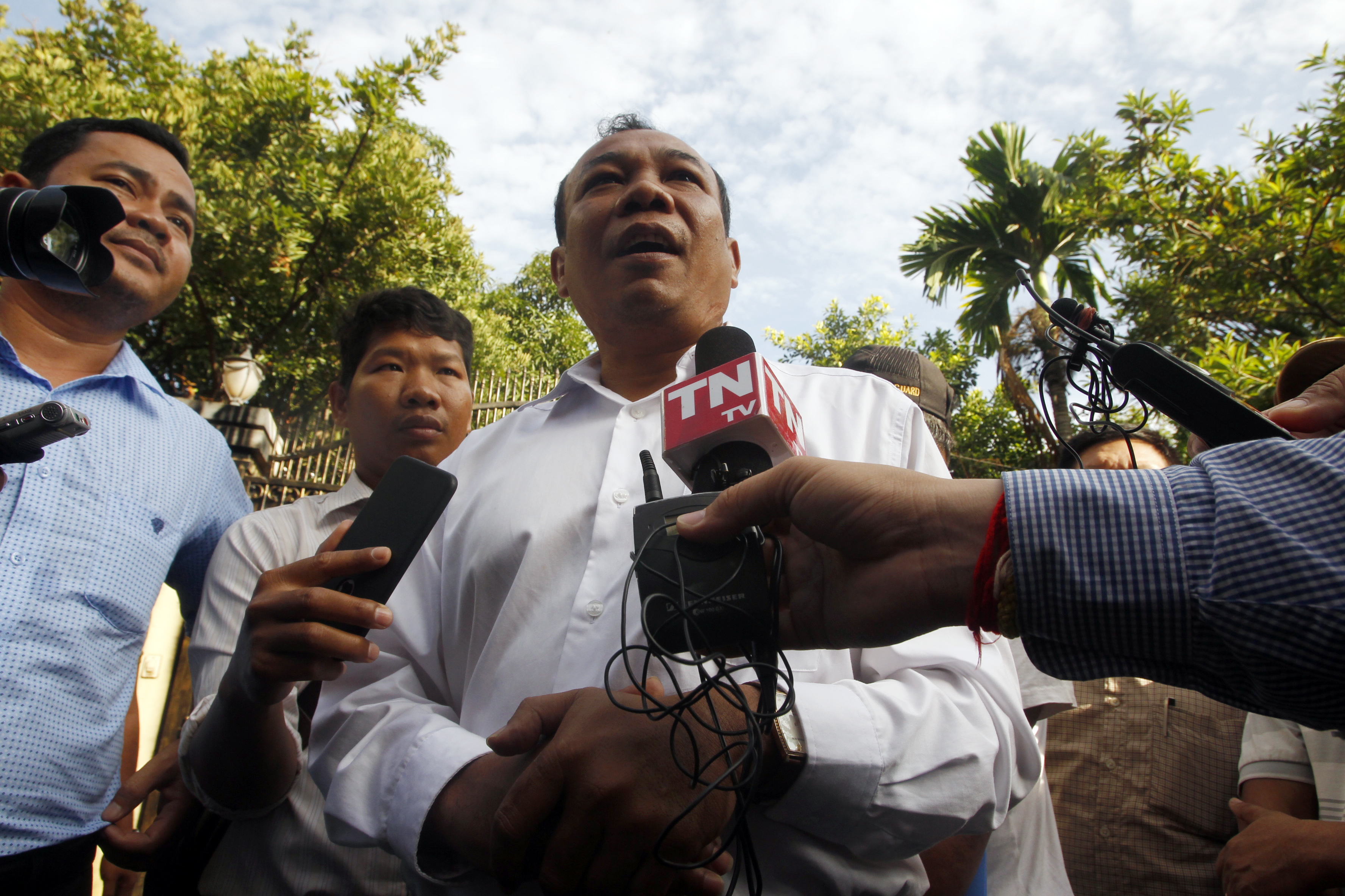 Chan Chen, center, lawyer to Kem Sokha, former leader of now dissolved opposition Cambodia National Rescue Party, talks with the media in front of his home in Phnom Penh, Sept. 10, 2018.
