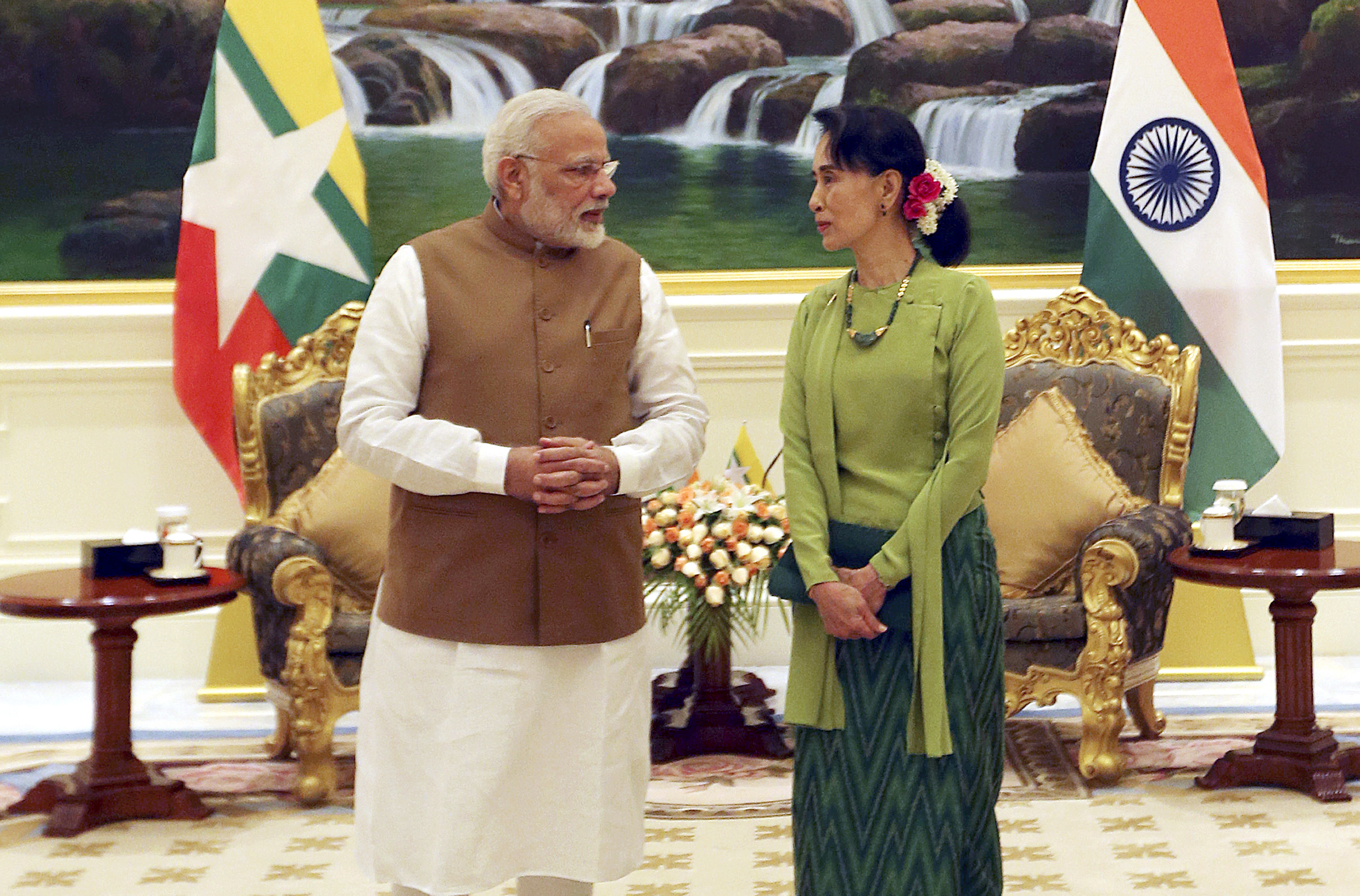 Myanmar's leader Aung San Suu Kyi, right, speaks with Indina Prime Minister Narendra Modi, left, at the Presidential Palace in Naypyitaw, Myanmar, Sept 6, 2017.