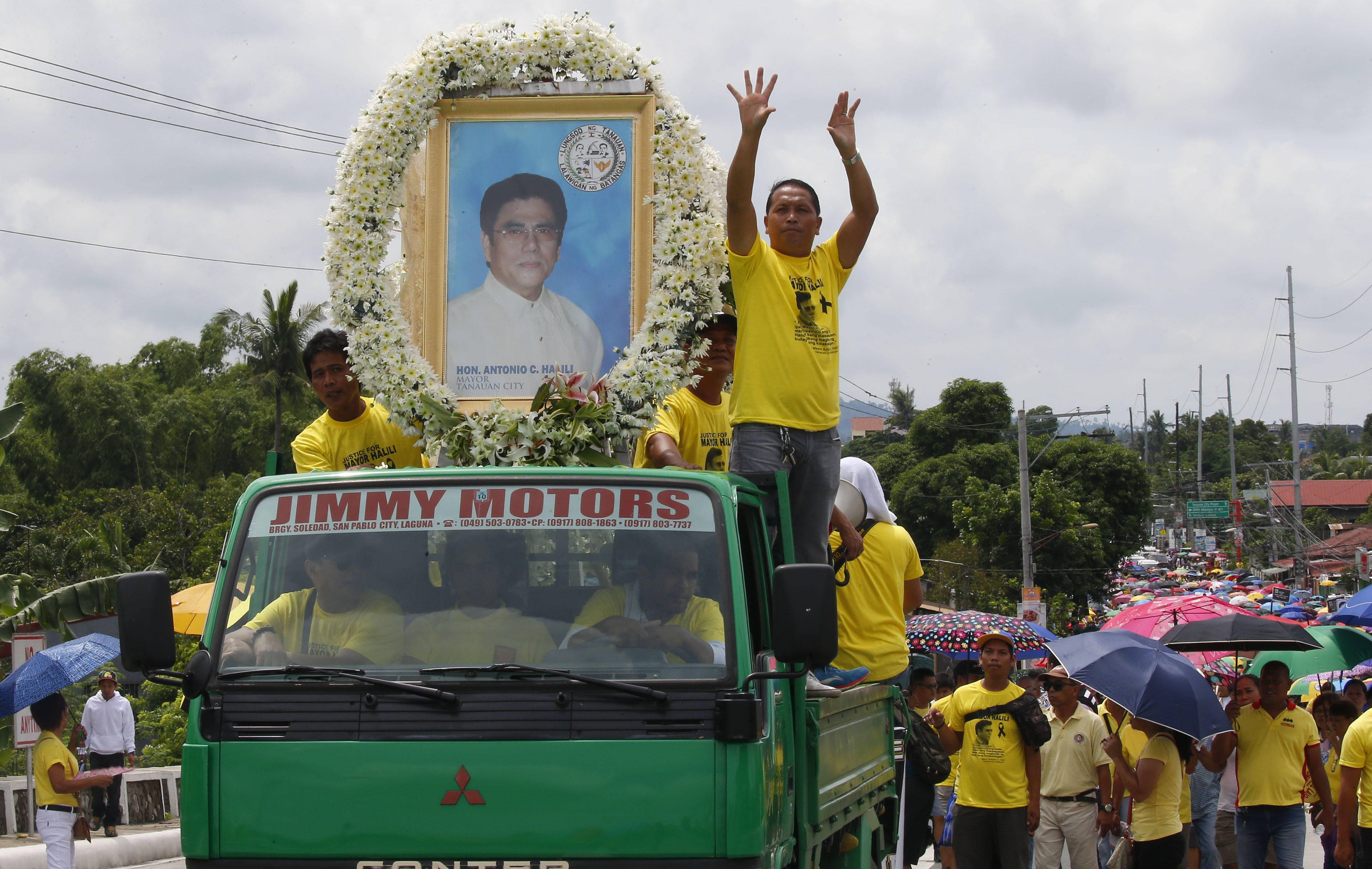 FILE - Thousands of residents follow the hearse bearing the coffin of slain Tanauan city Mayor Antonio Halili during his funeral in Tanauan city, Batangas province south of Manila, Philippines, July 8, 2018. Tanauan city Mayor Antonio Halili was kill...