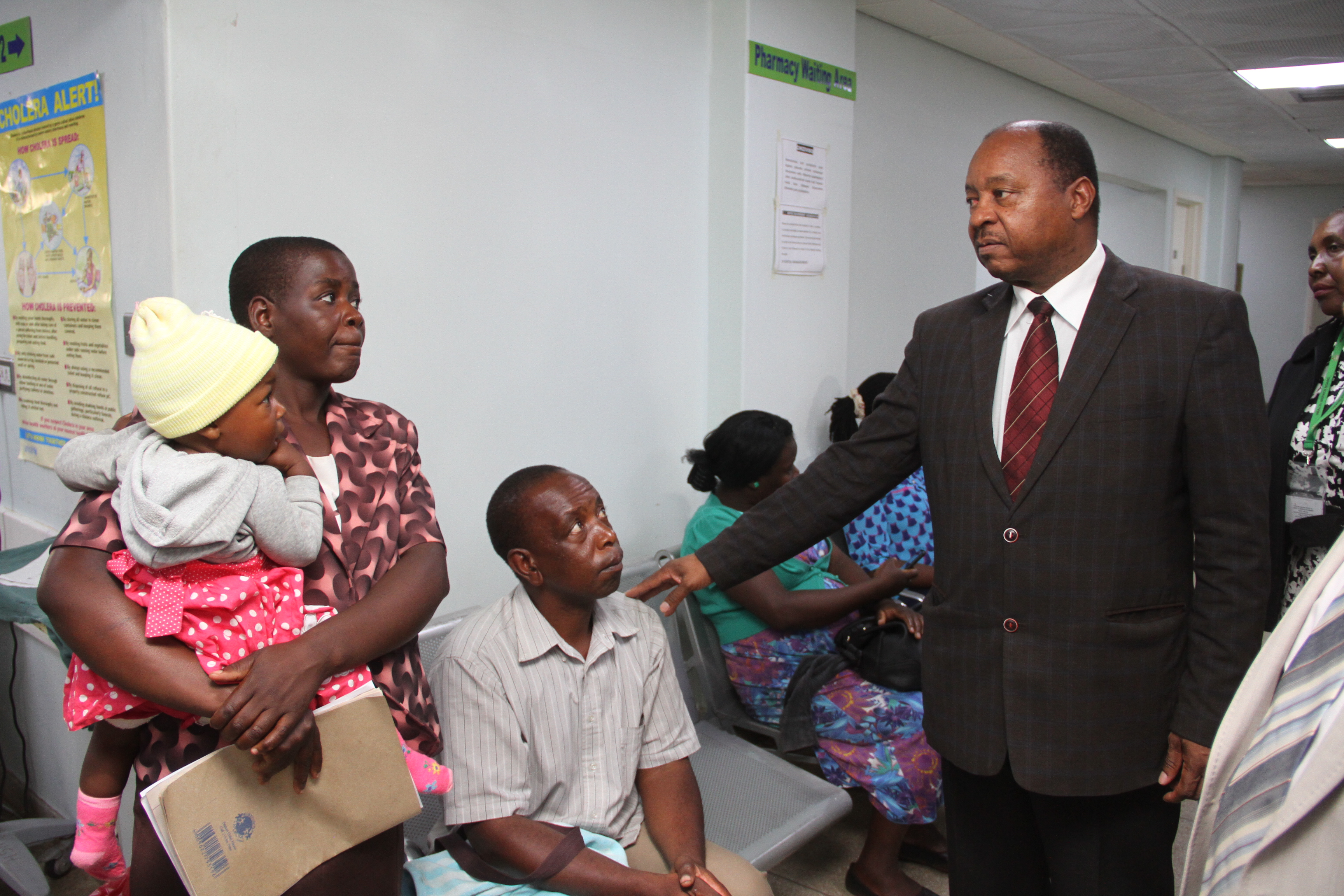 Zimbabwe's Minister of Health Obadiah Moyo assesses, Dec. 5, 2018, the situation at the country's biggest Parirenyatwa Hospital in Harare.