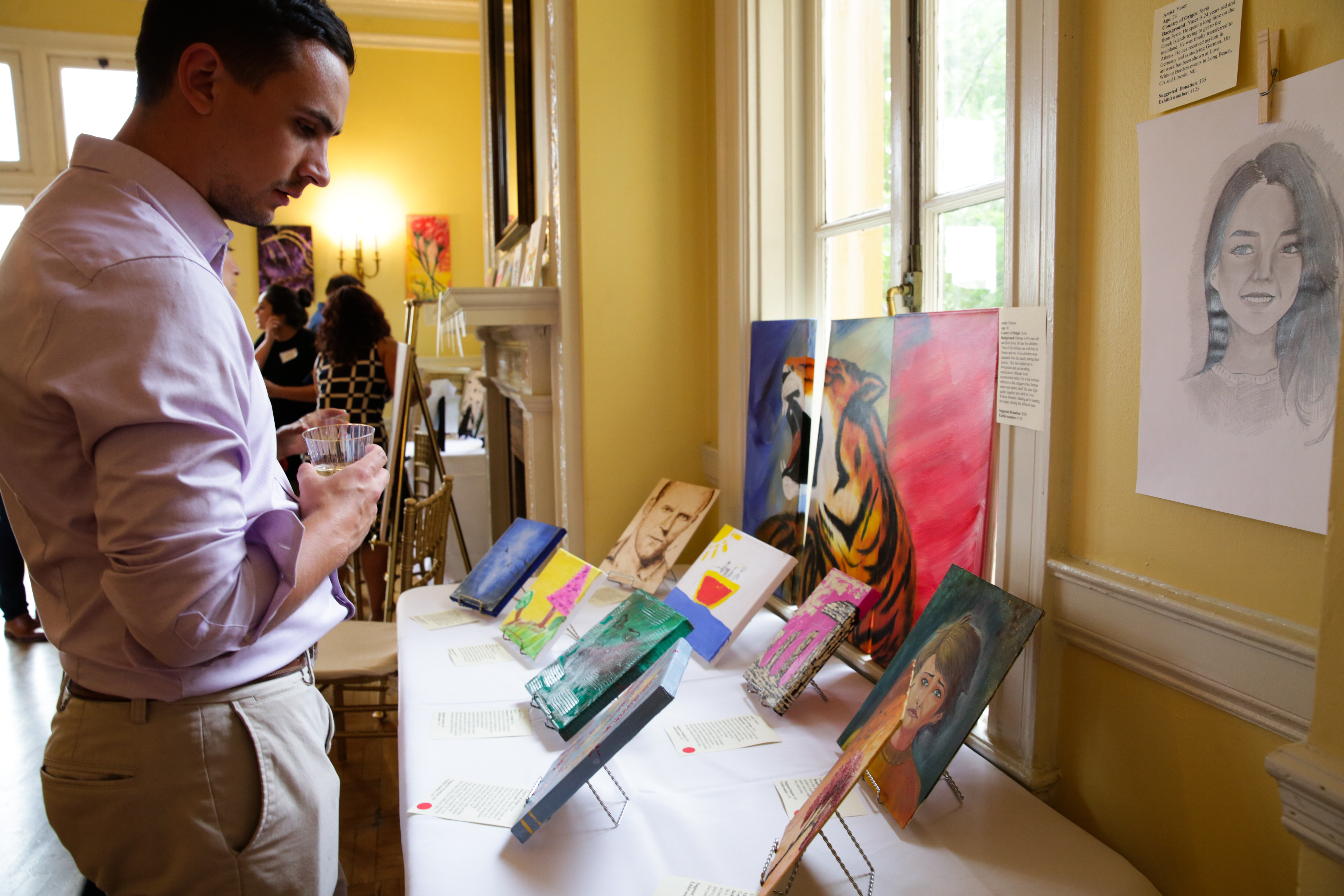 More than 150 pieces of art made by refugees from Greece were part of the collection at Love Without Borders - For Refugees' art show on Thurs., Sept. 16 in Washington D.C. (N. Papadogiannakis/VOA)