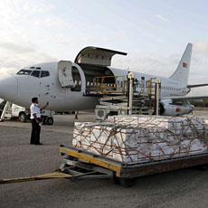 Some 10 tonnes of relief food from the World Food Program (WFP) is unloaded from a plane after it landed in Mogadishu airport, July 27, 2011
