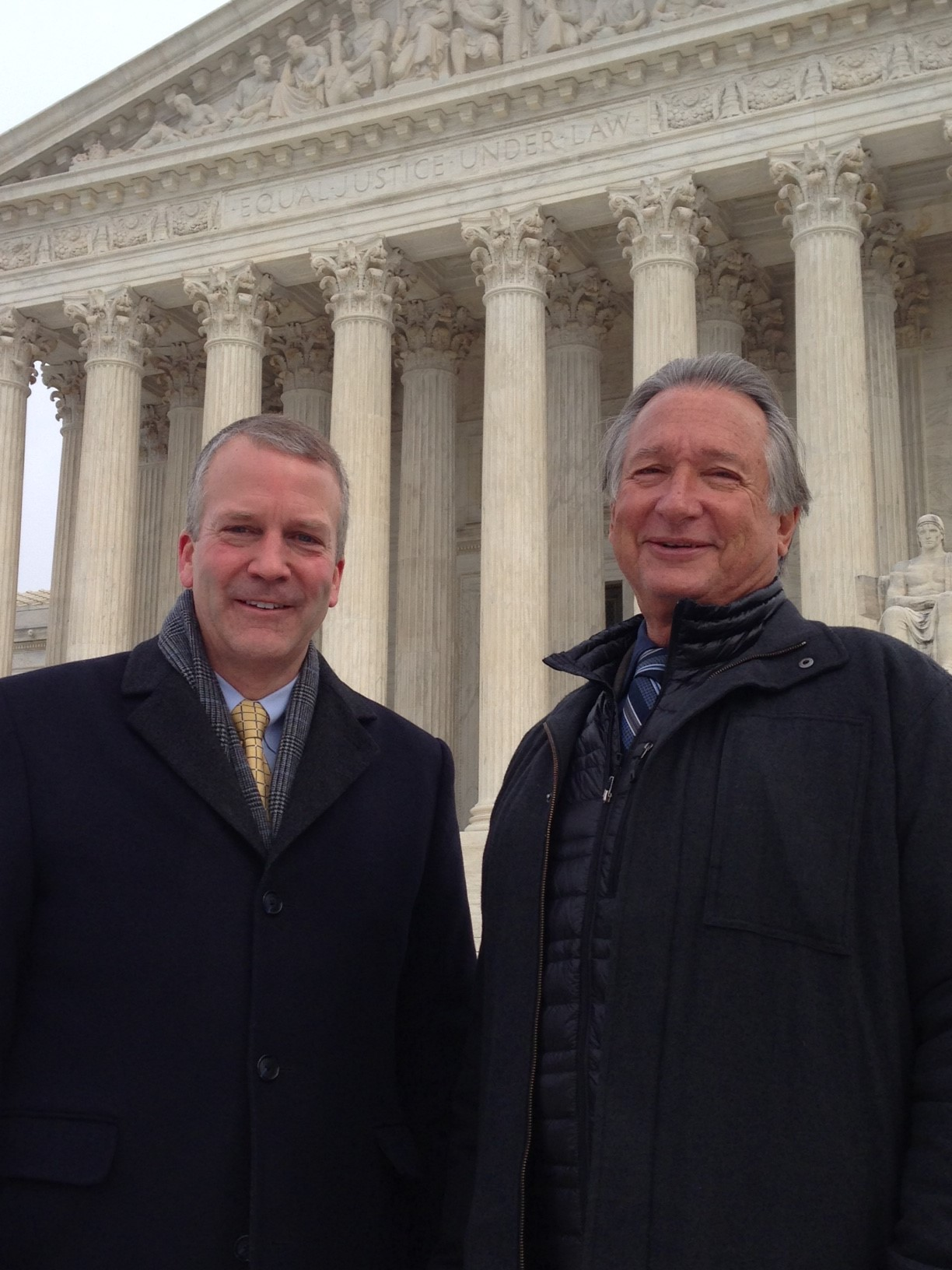 Alaska Senator Dan Sullivan (L) and Rod Arno, executive director of the Alaska Outdoor Council, in front of the US Supreme Court, Jan 20, 2016. (M. Snowiss\VOA)