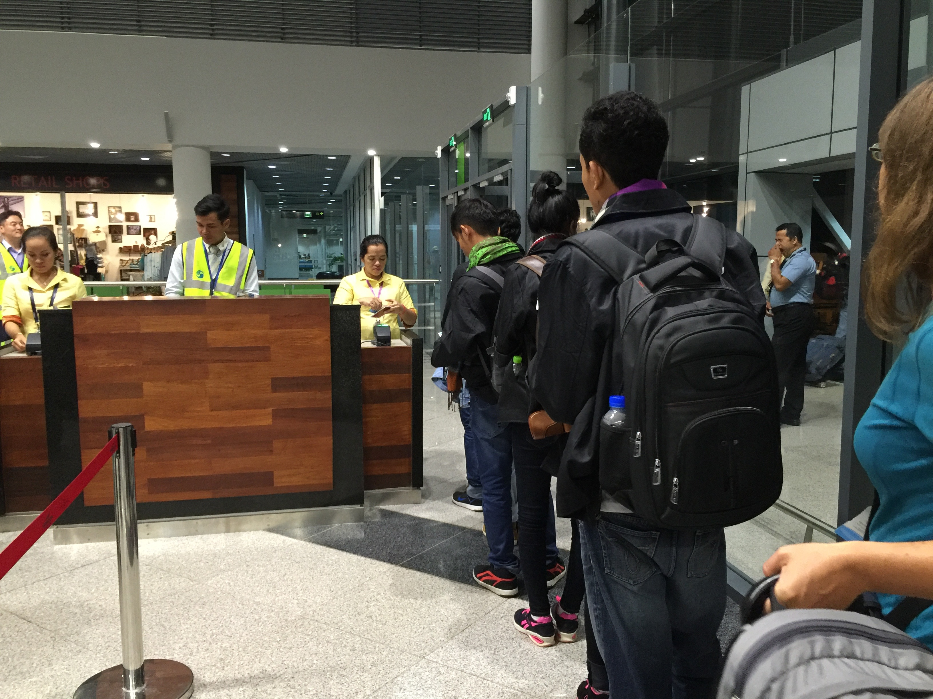 Cambodian workers at Phnom Penh International Airport traveling to Seoul, South Korea. (Poch Reasey/VOA Khmer)