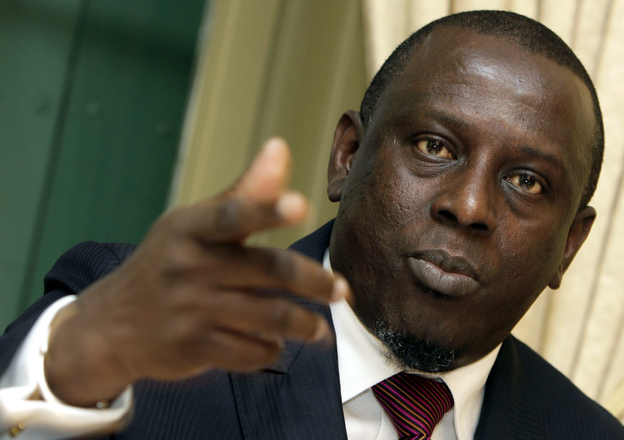 """Cheikh Gadio, minister of foreign affairs of Senegal, talks about """"The Senegalese politics"""" at the Swiss Press Club in Geneva, Switzerland, April 28, 2006."""