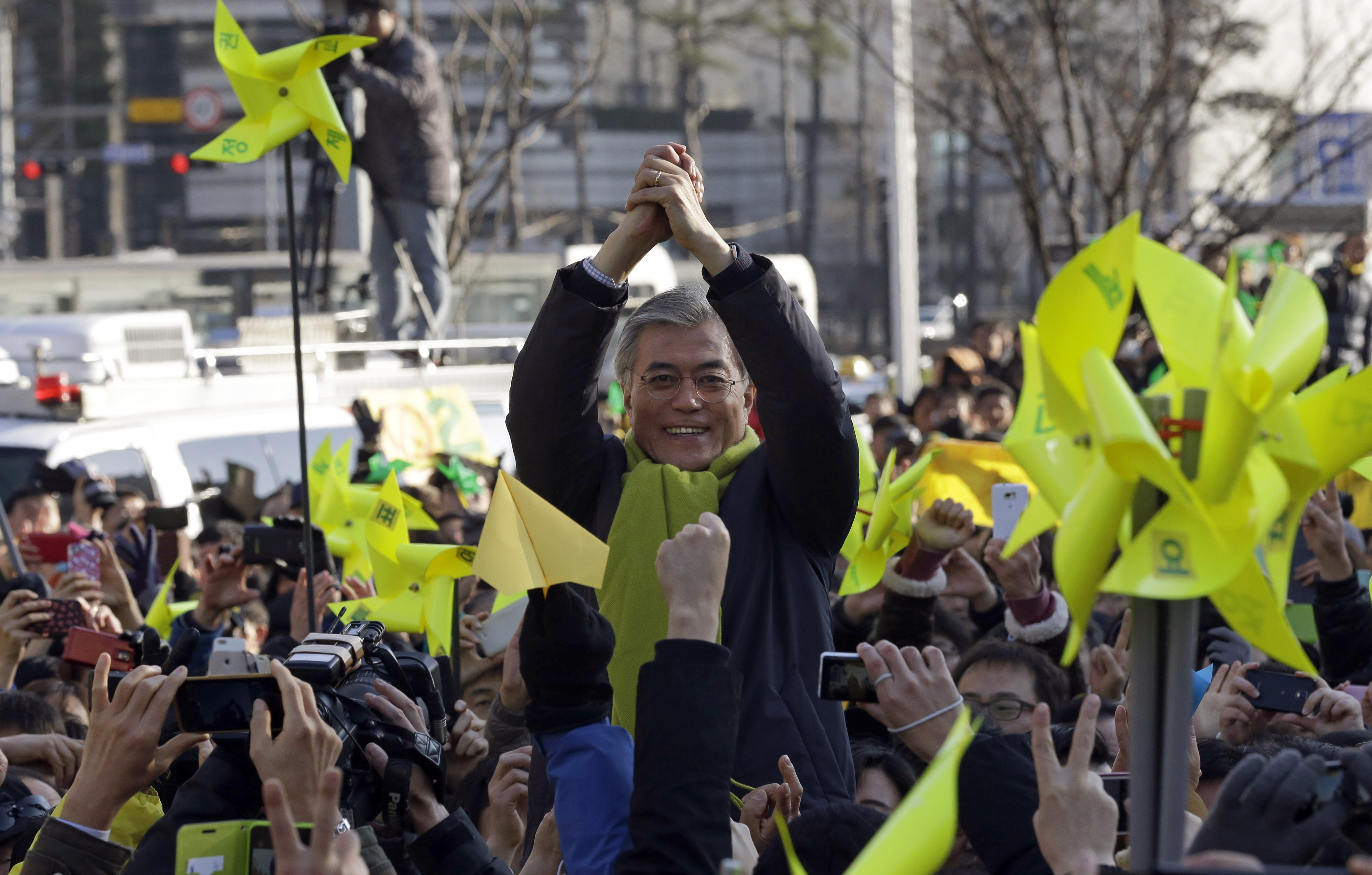 South Korea's presidential candidate of  Democratic United Party Moon Jae-in gestures to supporters while campaigning in Seoul, South Korea, Dec. 18, 2012.