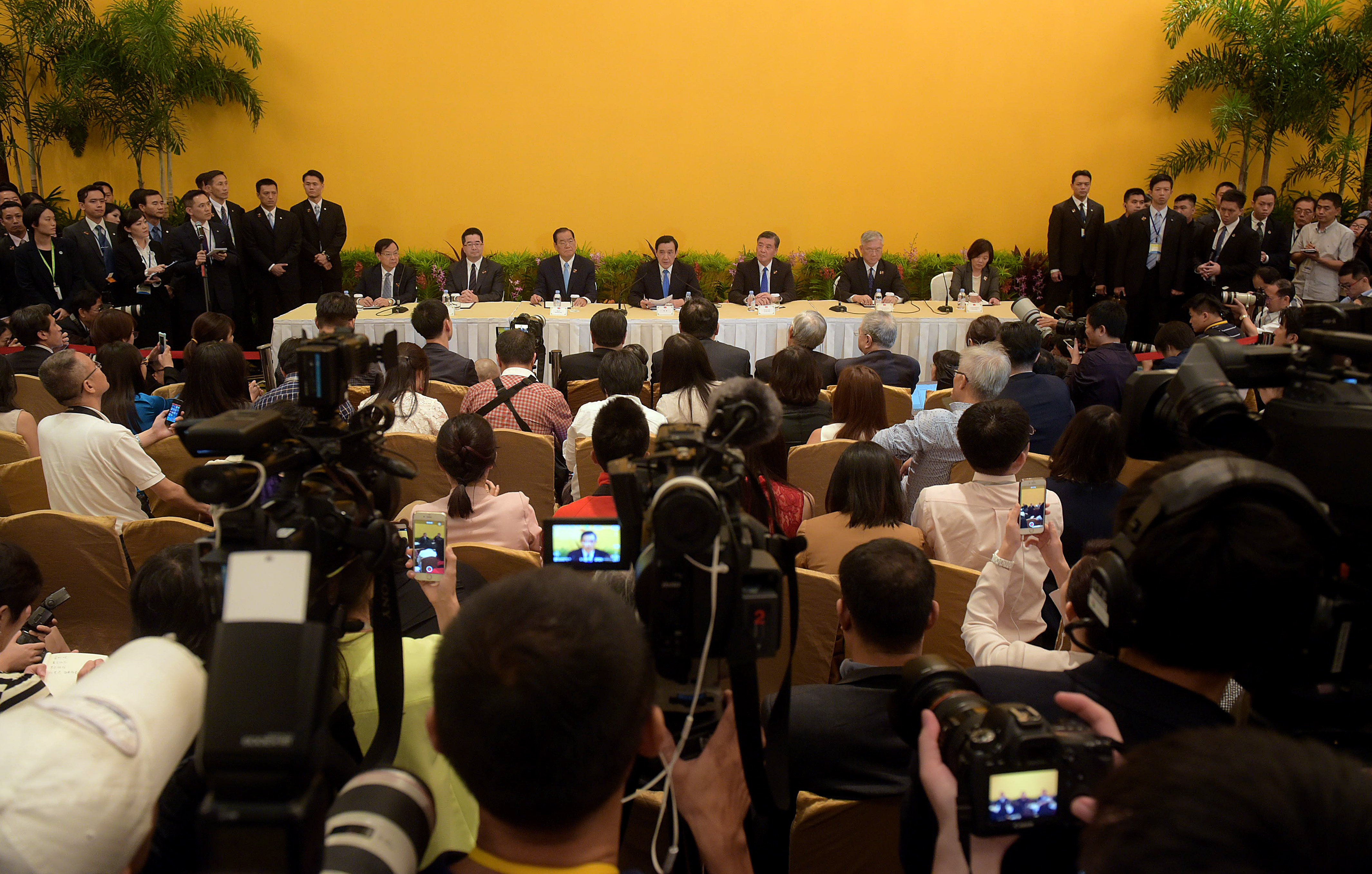 Taiwanese President Ma Ying-jeou, center, speaks during a press conference at the Shangri-la Hotel in Singapore, Nov. 7, 2015.