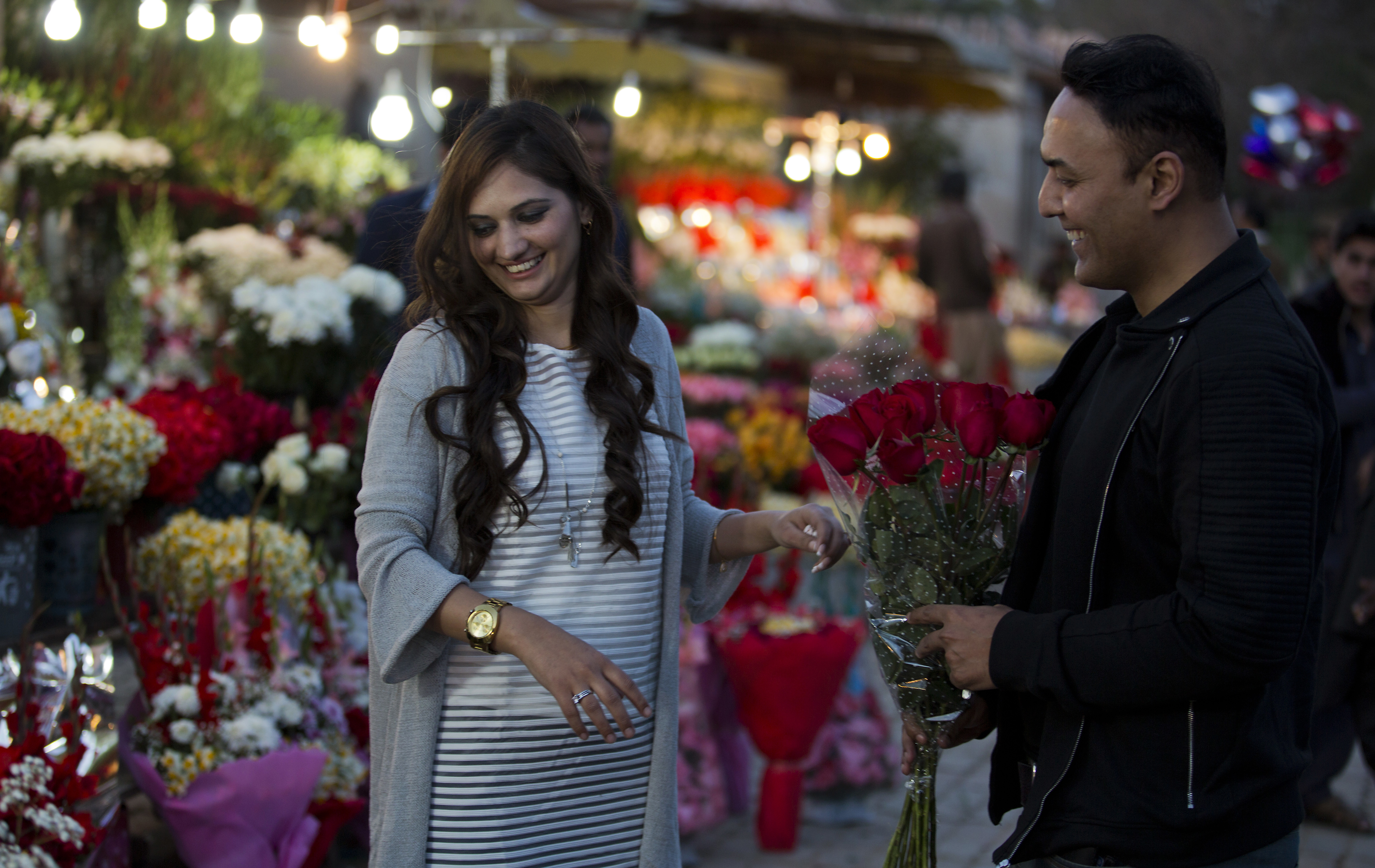 A couple buys flowers to celebrate Valentine's Day, in Islamabad, Pakistan, Feb. 13, 2017. A Pakistani judge has banned Valentine's Day celebrations in the country's capital, saying they are against Islamic teachings.