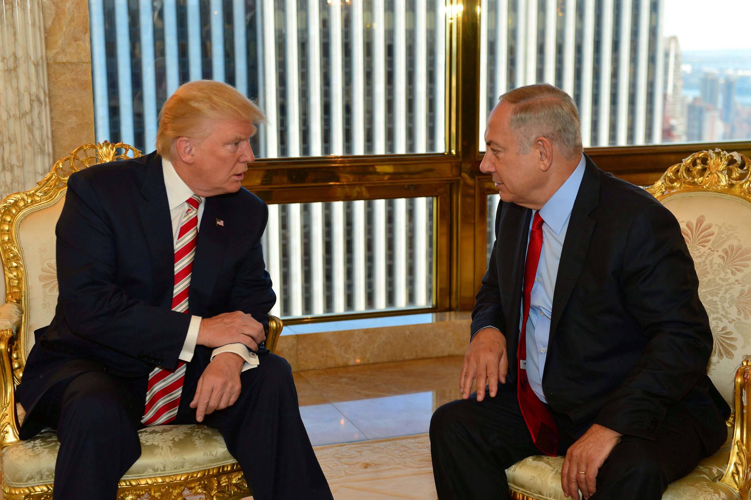 Israeli Prime Minister Benjamin Netanyahu, right, speaks to U.S. presidential candidate Donald Trump during their meeting in New York, Sept. 25, 2016.