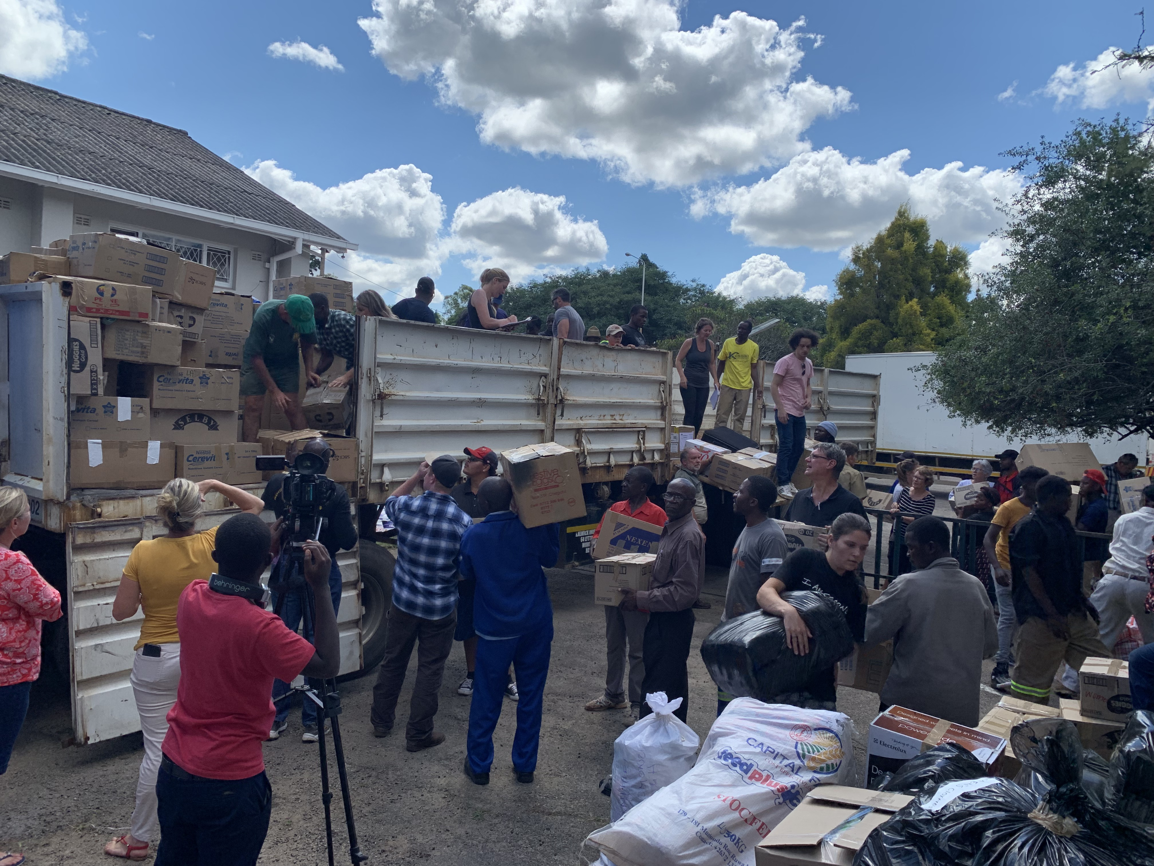 Volunteers bring donated goods to be transported to Chimanimani and other affected areas by Cyclone Idai, March 19, 2019.