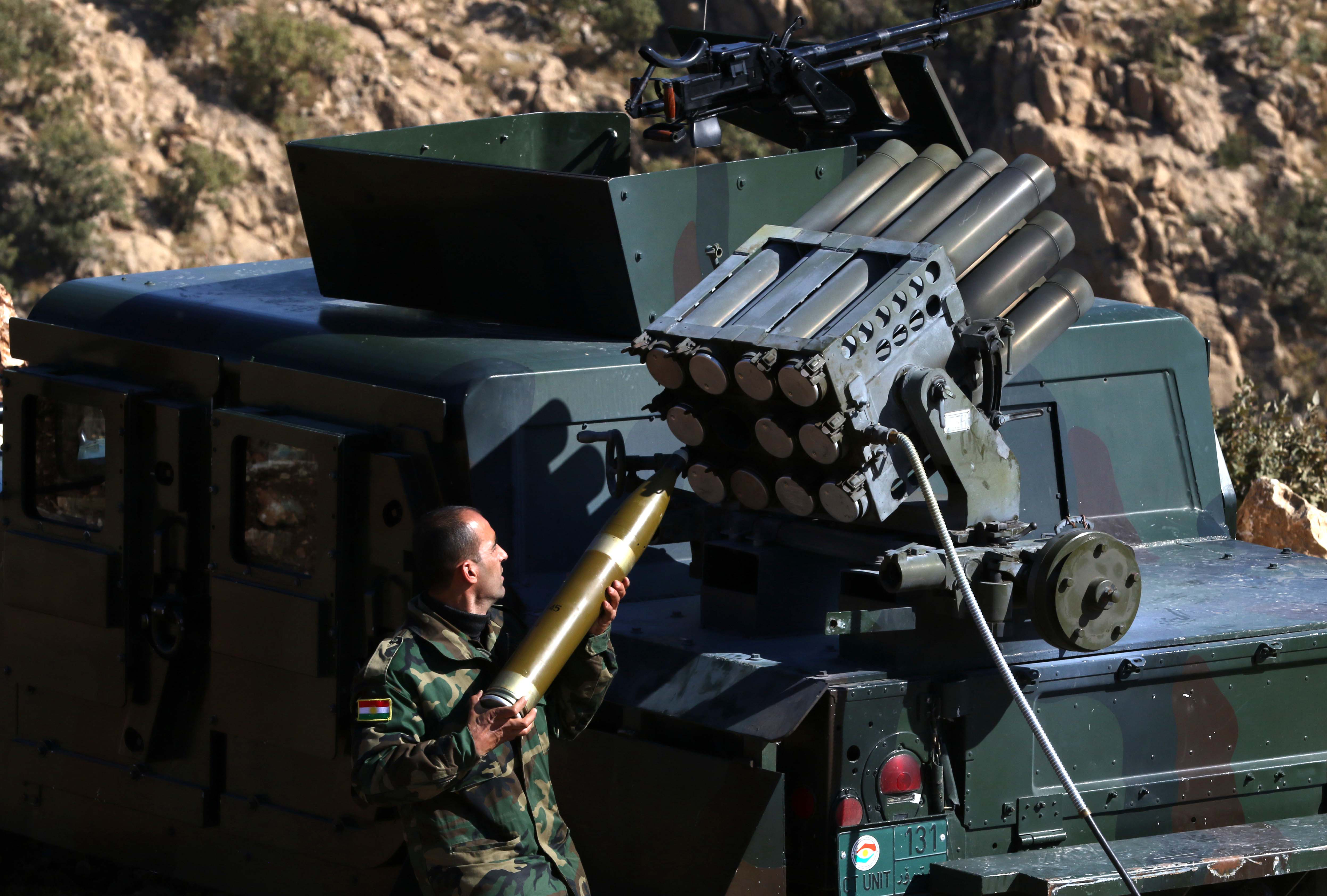 Iraqi Kurdish forces take part in an operation backed by US-led airstrikes in the northern Iraqi town of Sinjar to retake the town from the Islamic State group and cut a key supply line to Syria, Nov. 12, 2015.