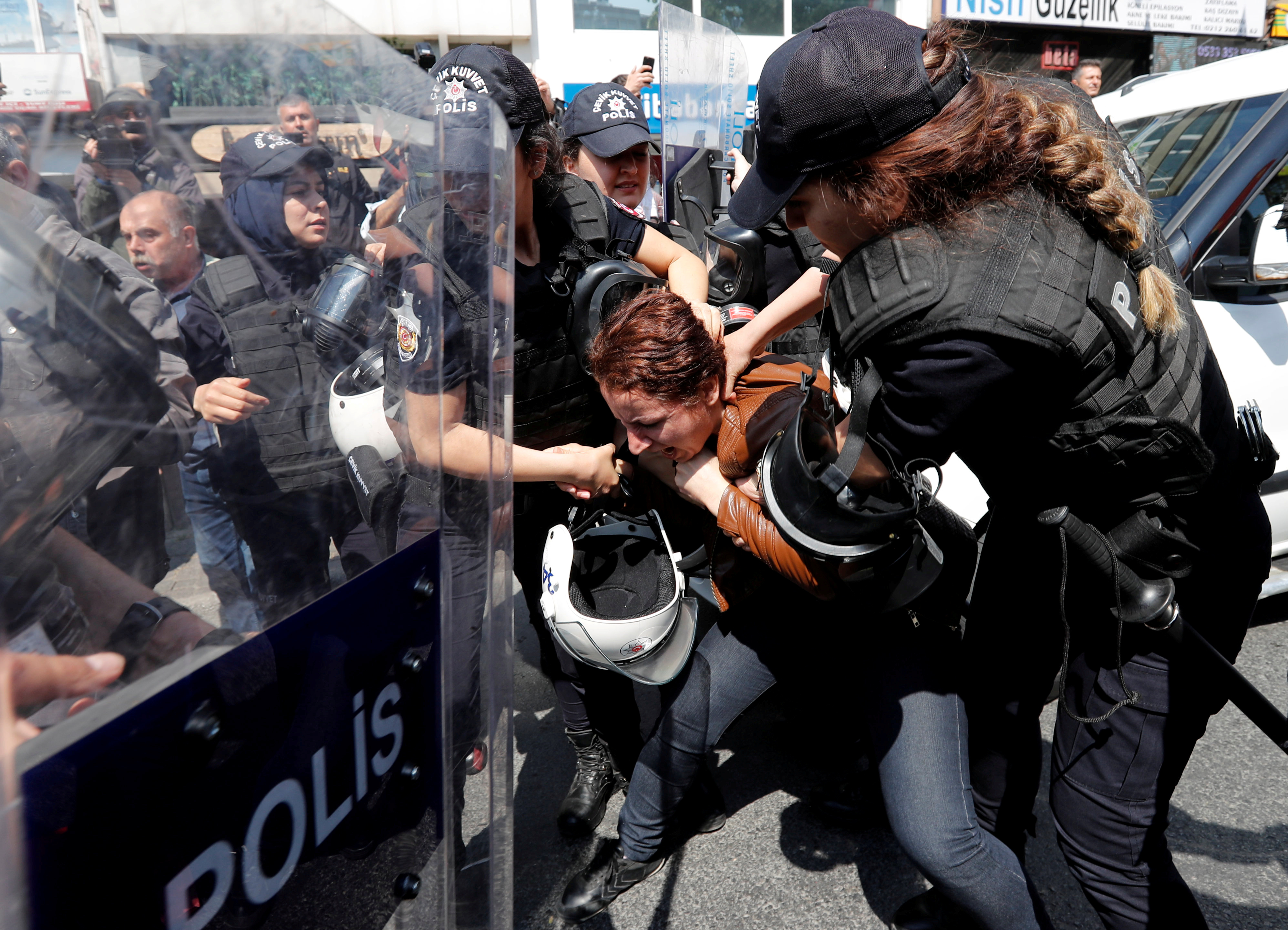 Turkish riot police scuffle with a group of protesters as they attempted to defy a ban and march on Taksim Square to celebrate May Day in Istanbul, Turkey May 1, 2018.