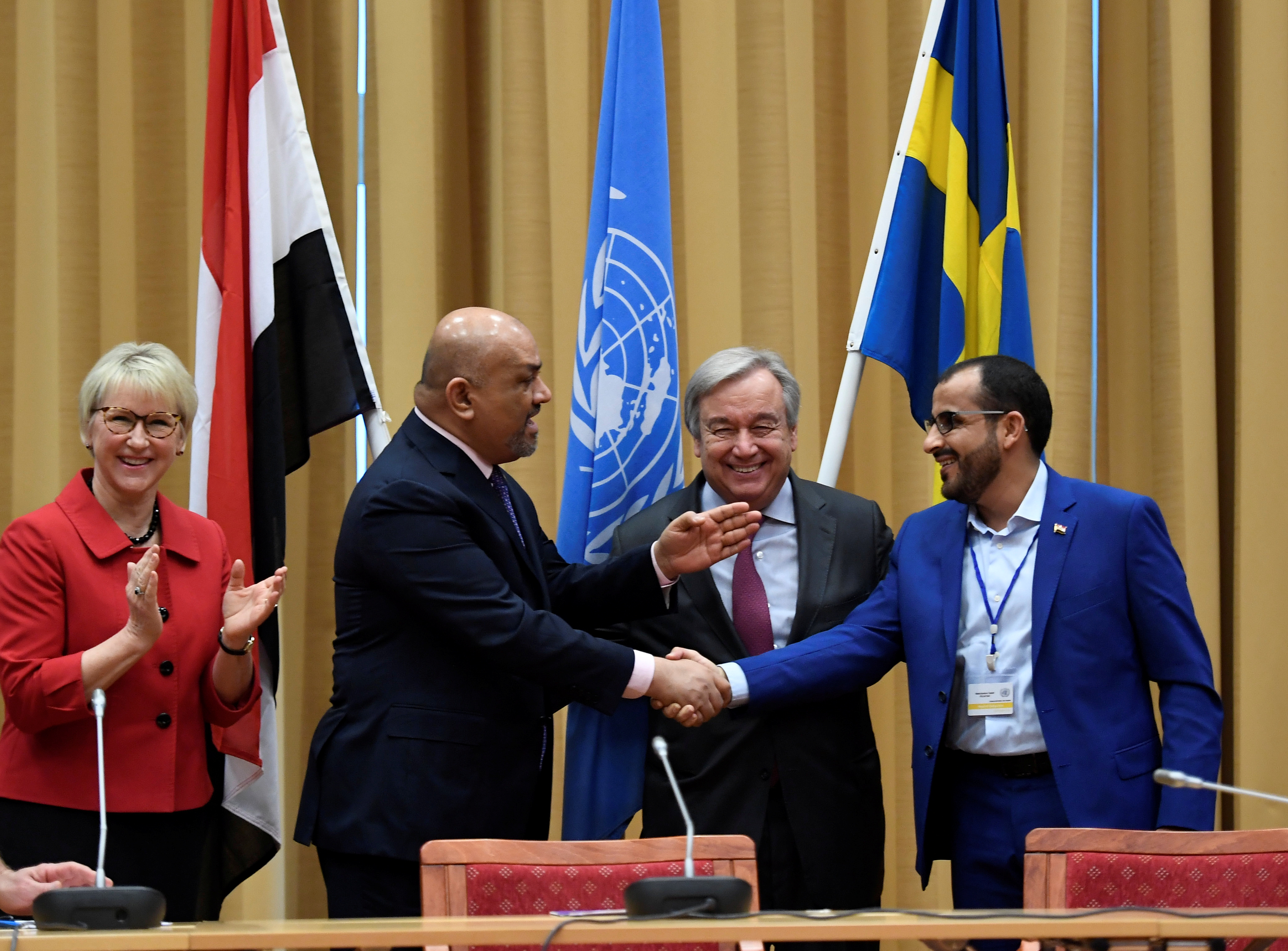 Head of Houthi delegation Mohammed Abdul-Salam (R) and Yemeni Foreign Minister Khaled al-Yaman (2 L) shake hands next to United Nations Secretary General Antonio Guterres and Swedish Foreign Minister Margot Wallstrom (L), during the Yemen peace talks...