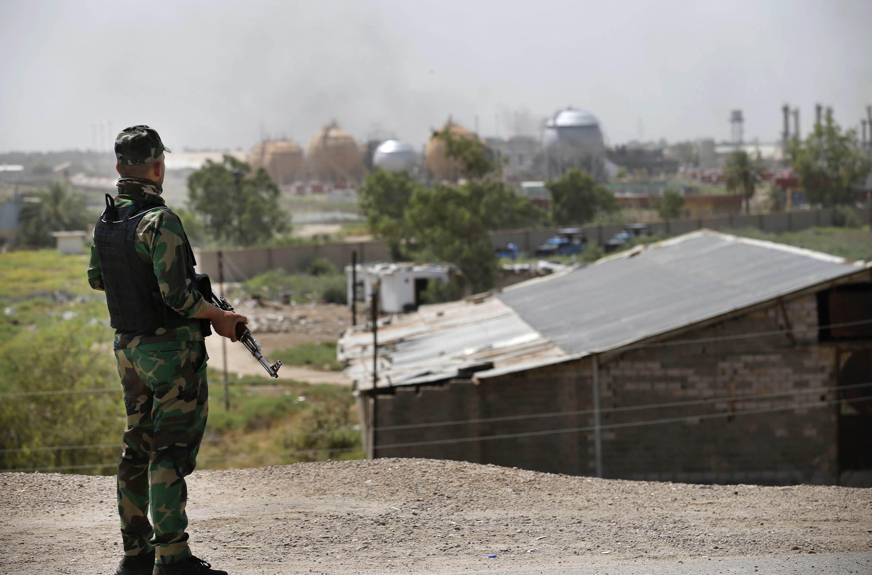 An Iraqi federal police officer stands guard outside the natural gas plant in Taji, 20 kilometers north of Baghdad, Iraq, May 15, 2016. The plant was targeted by an apparant Islamic State attack.