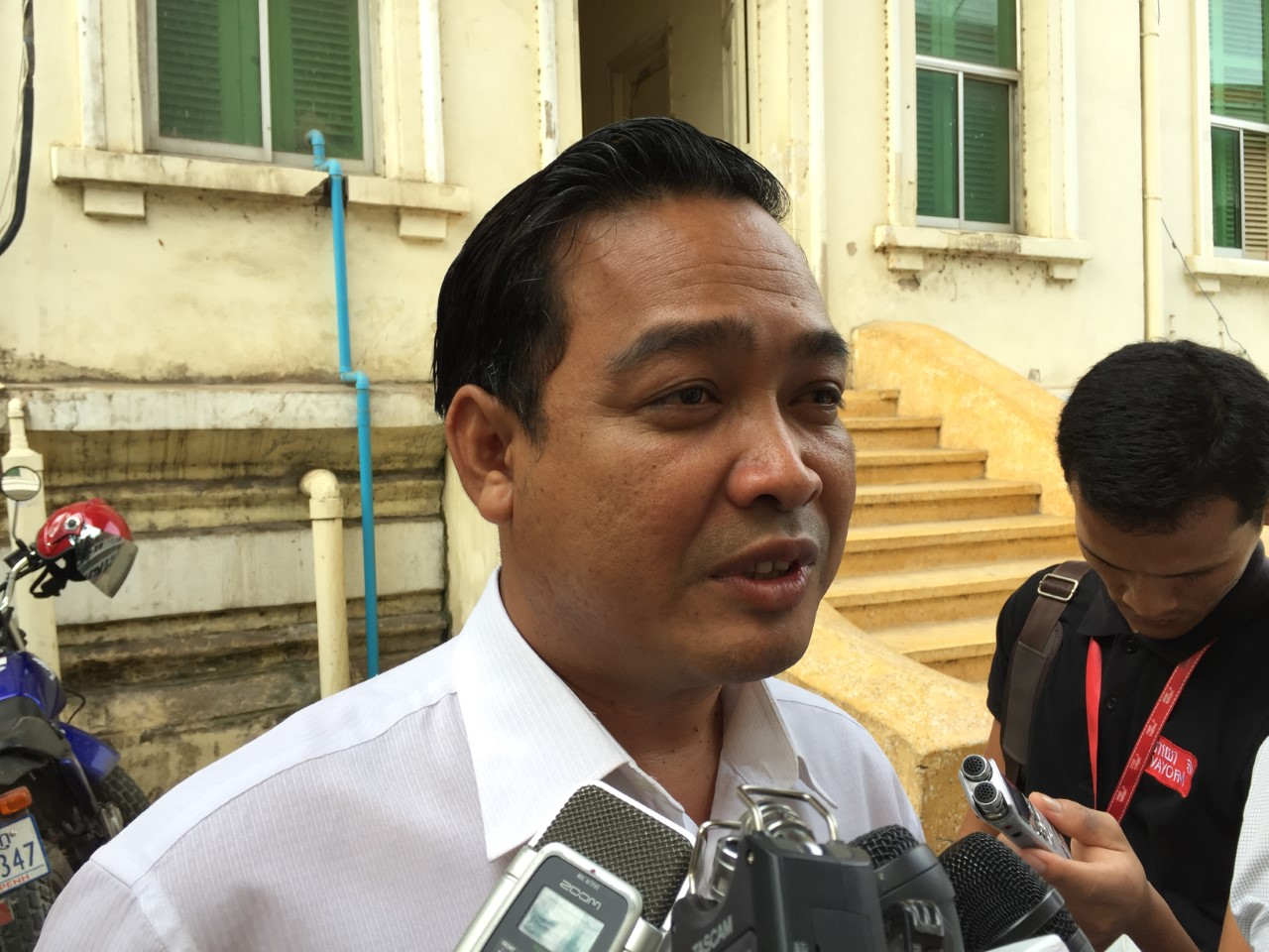 Sam Sokong, Sam Rainsy's defense lawyer, talks to journalists after attending the Appeal court session, on January 17, 2017. (Kann Vicheika/VOA Khmer)