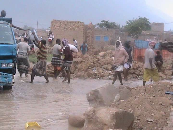 Streets were flooded after the cyclone, but after years of war and abject poverty, many locals say they are accustomed to attempting to live normally under adverse circumstances, Socotra, Yemen, Nov. 1, 2015. (R. Mohammed/VOA)